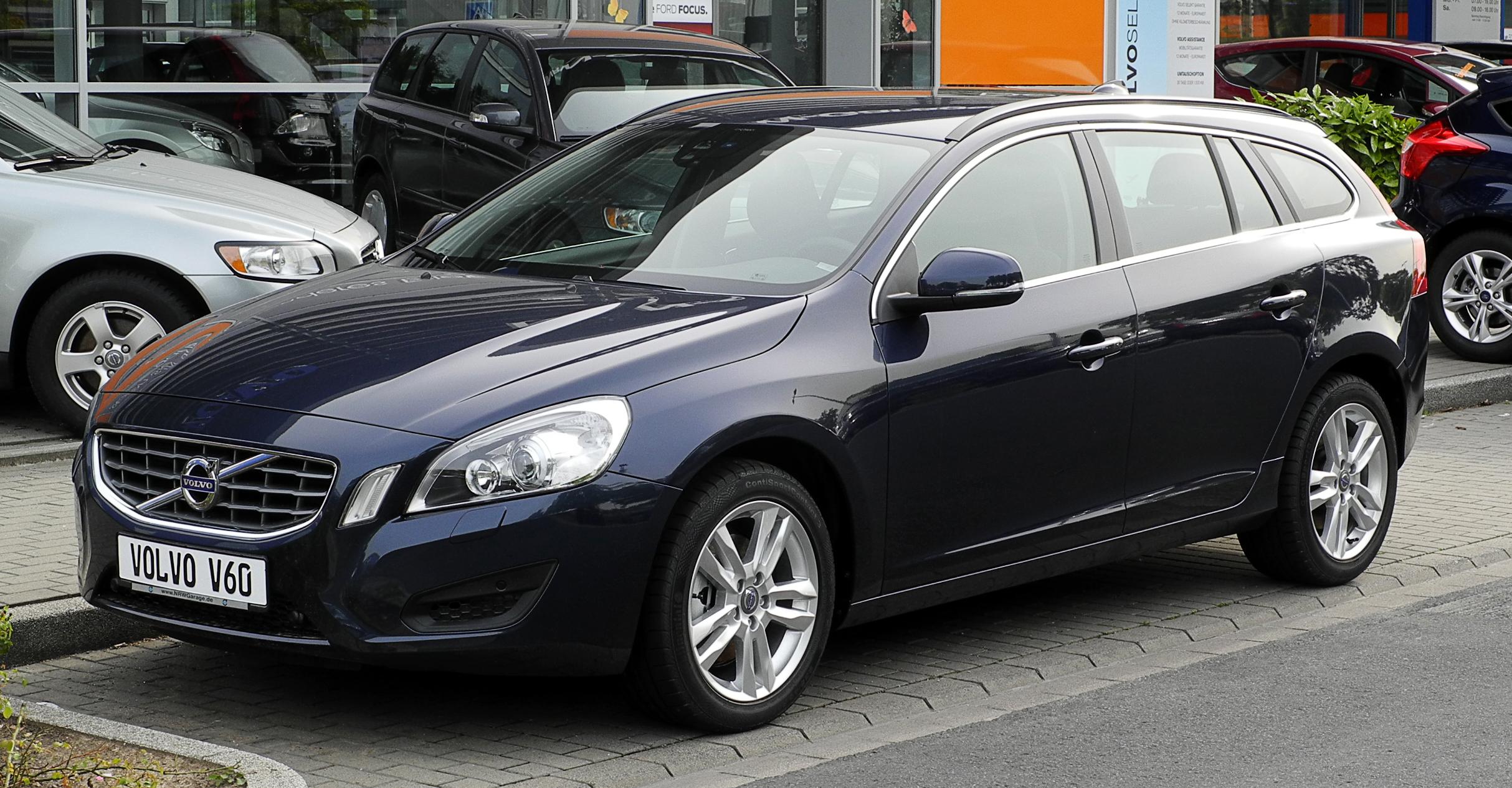 Datei:Volvo_V60_%E2%80%93_Frontansicht,_12._Juni_2011,_D%C3%BCsseldorfon 2012 Volvo S60 R Design
