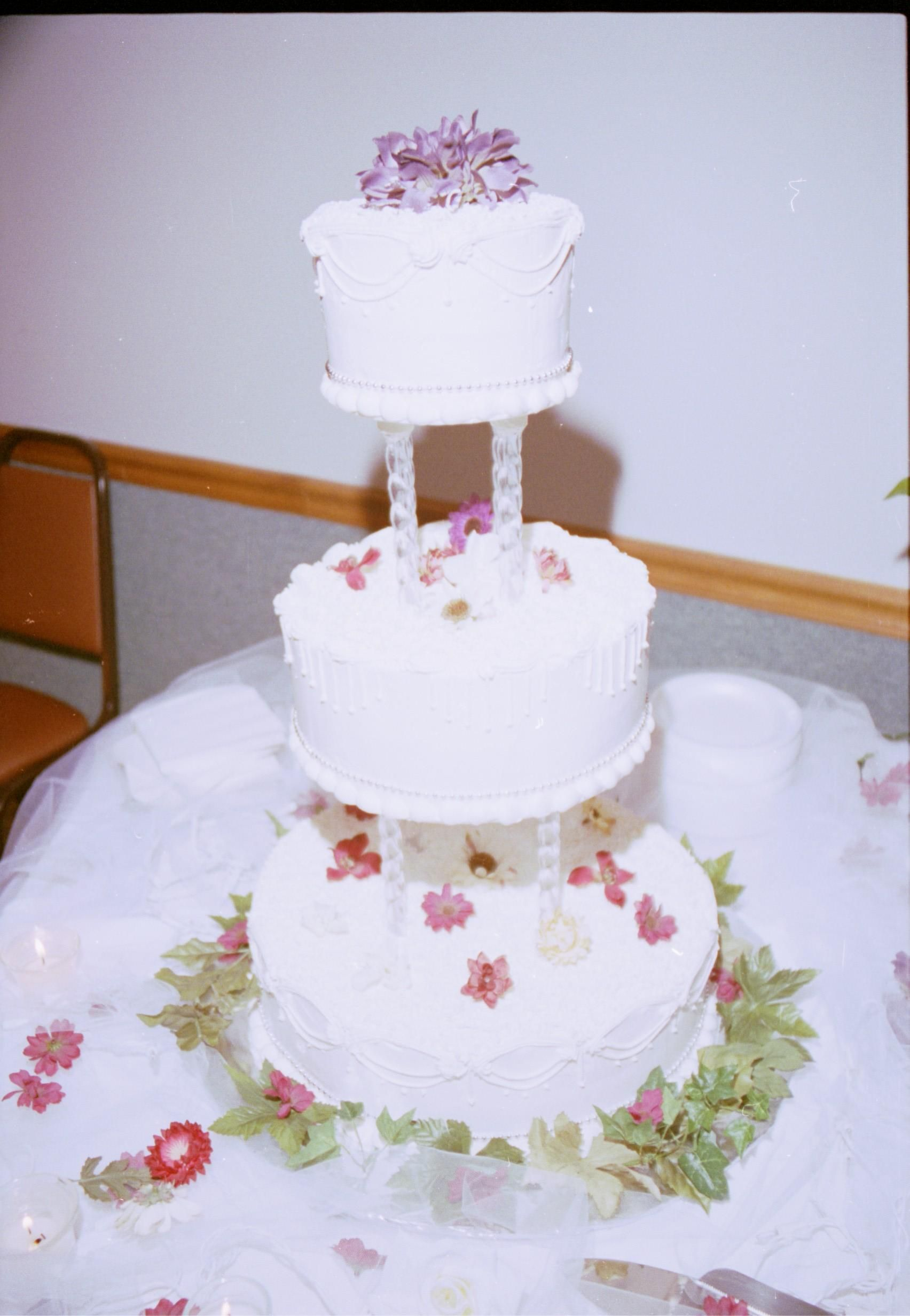 Cake Pictures Big : File:Wedding big cake.jpg