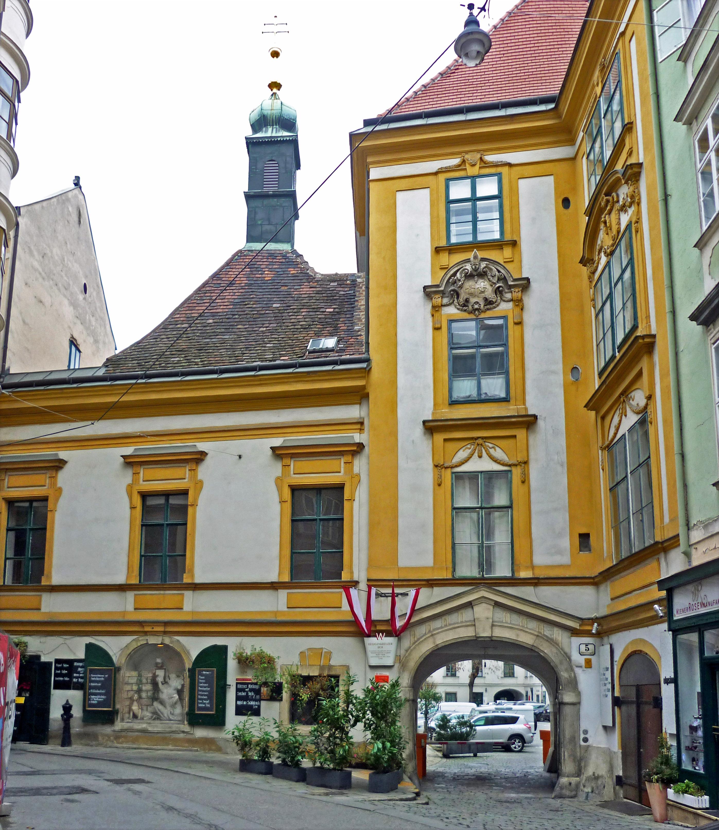 Wien-HeiligkreuzerHof.jpg