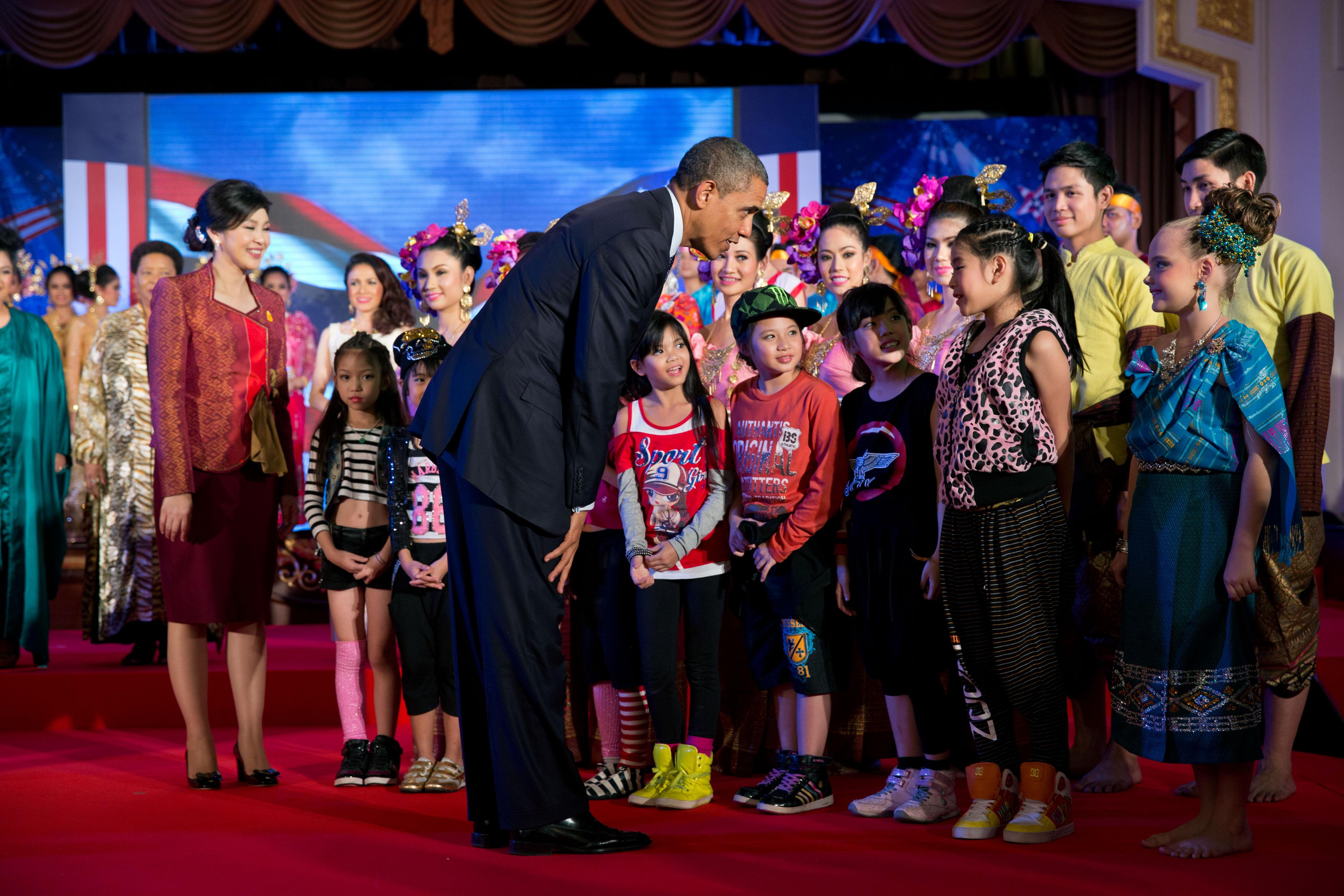 File:Yingluck Shinawatra and Barack Obama meet performers ...