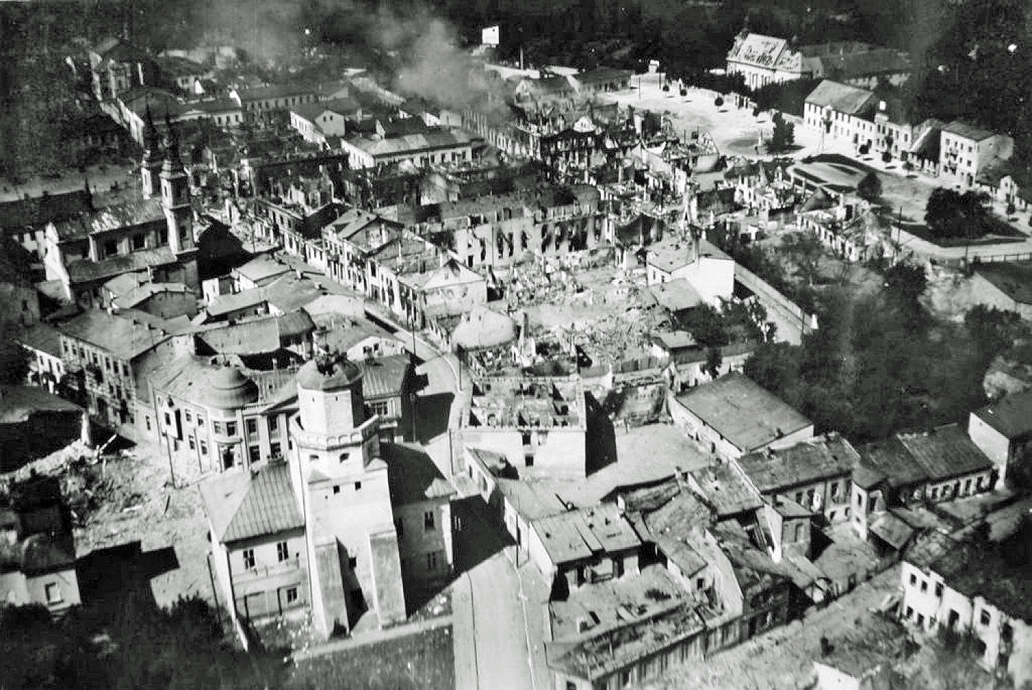 strategic bombing during world war 2 essay 2006-6-1 only three bombing raids during the second world war ex-  2 webster and frankland, strategic air offensive,  see the concluding essay in putney,.