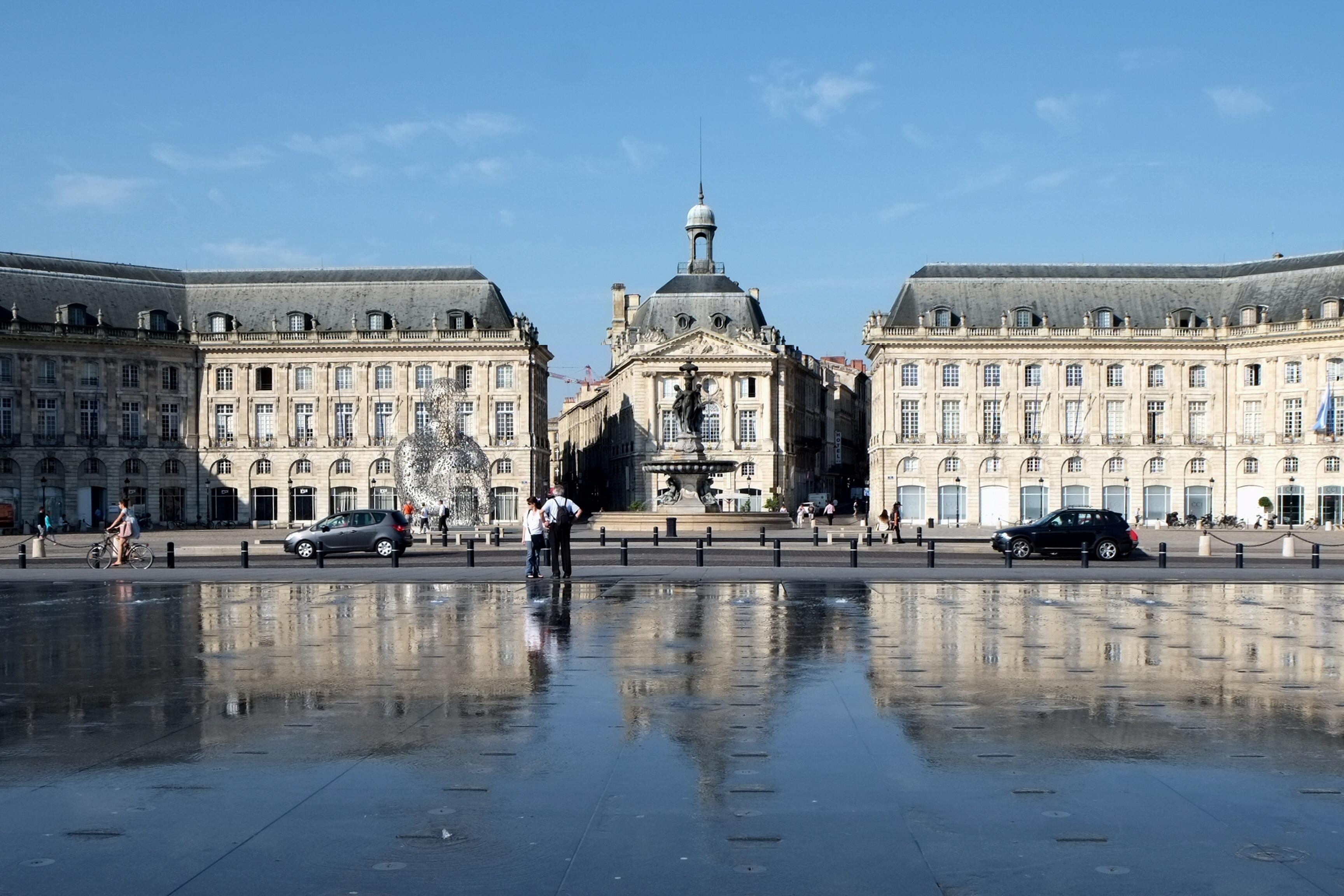 Bordeaux definition what is for Miroir industrie