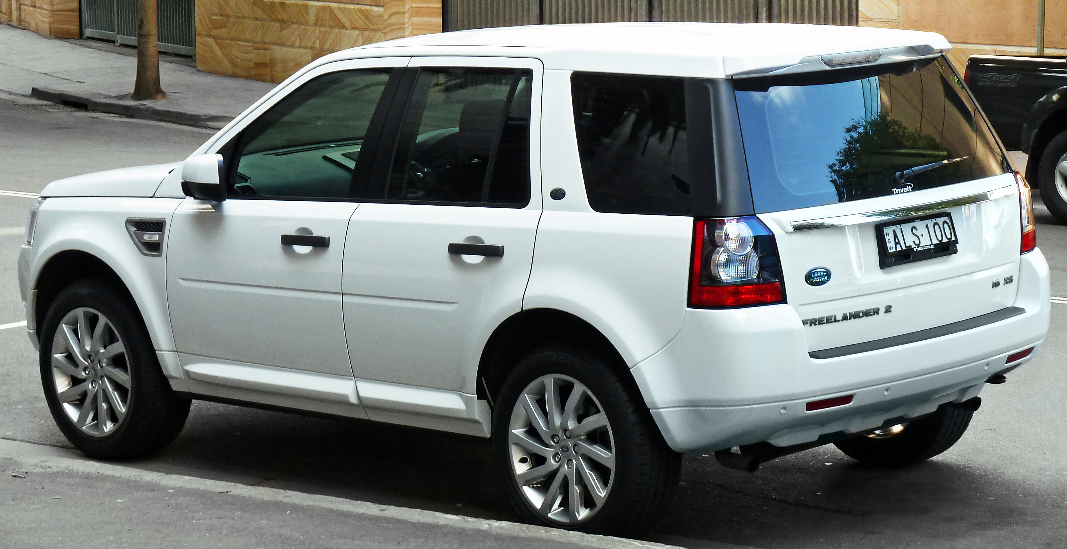 file 2010 2011 land rover freelander 2 lf xs si6 wagon 2011 10 31. Black Bedroom Furniture Sets. Home Design Ideas