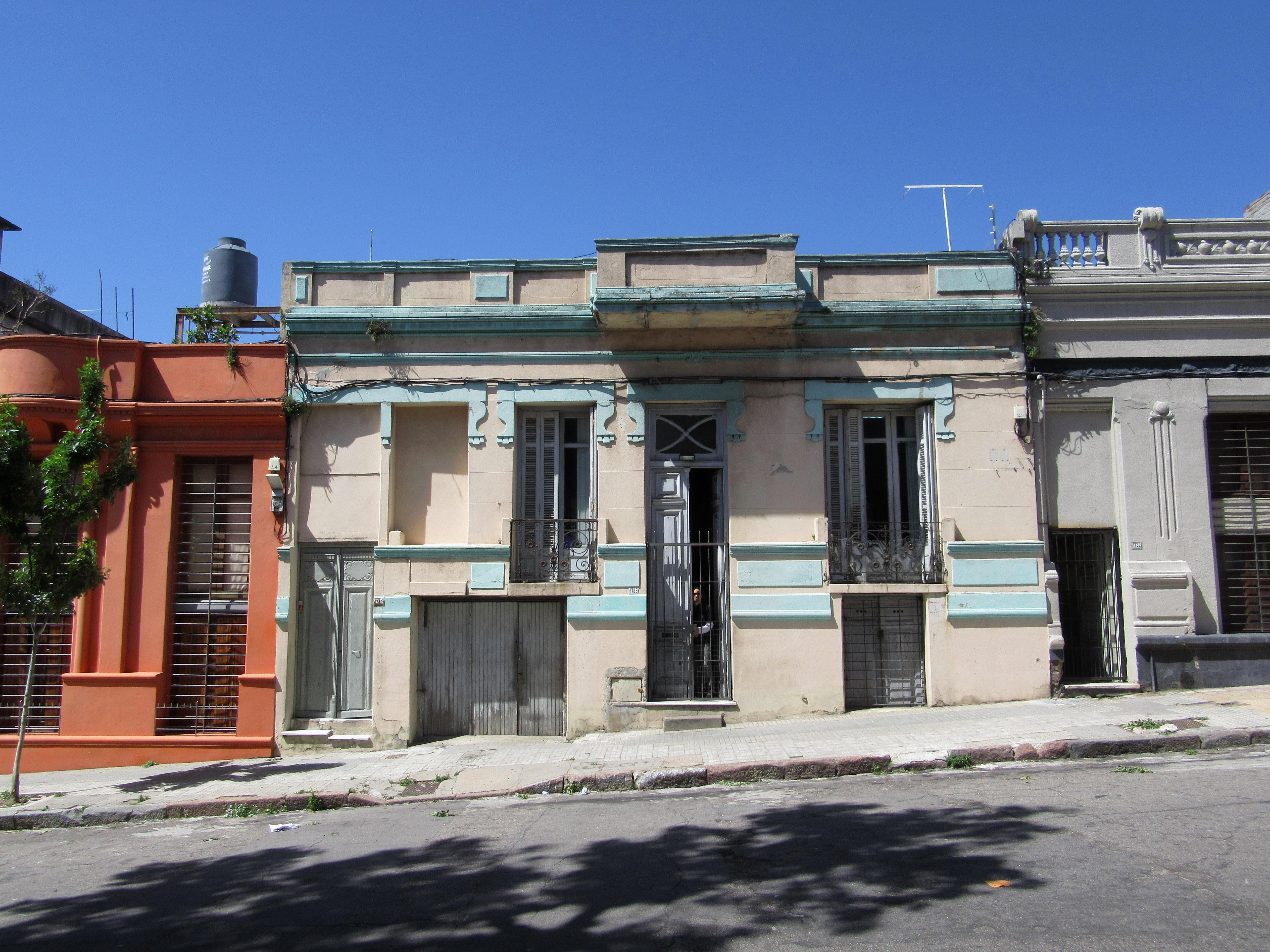 File 2016 En Montevideo Uruguay Barrio Palermo Casa En La Calle