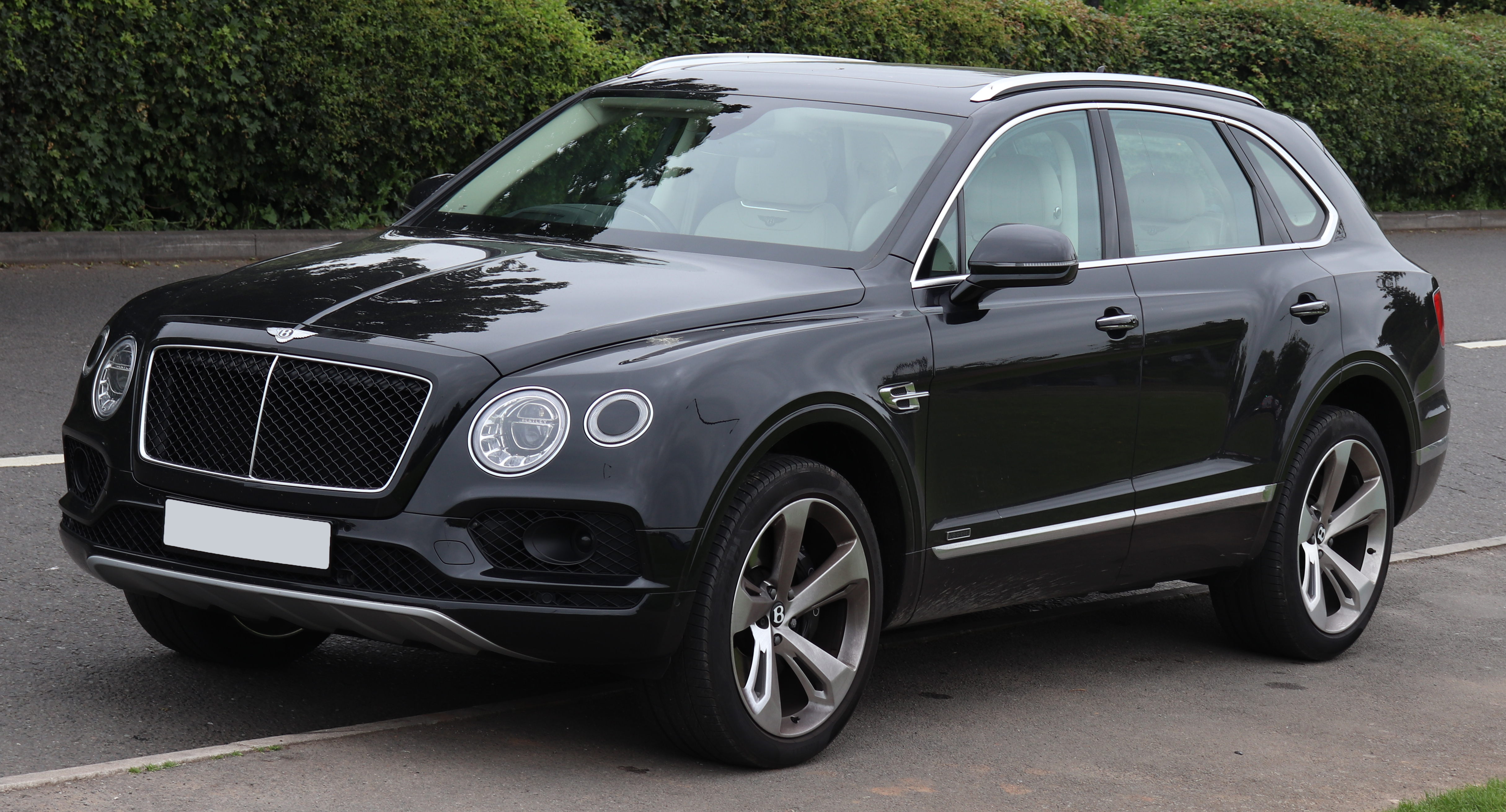 File 2017 Bentley Bentayga V8 Diesel Automatic 4 0 Front Jpg Wikimedia Commons
