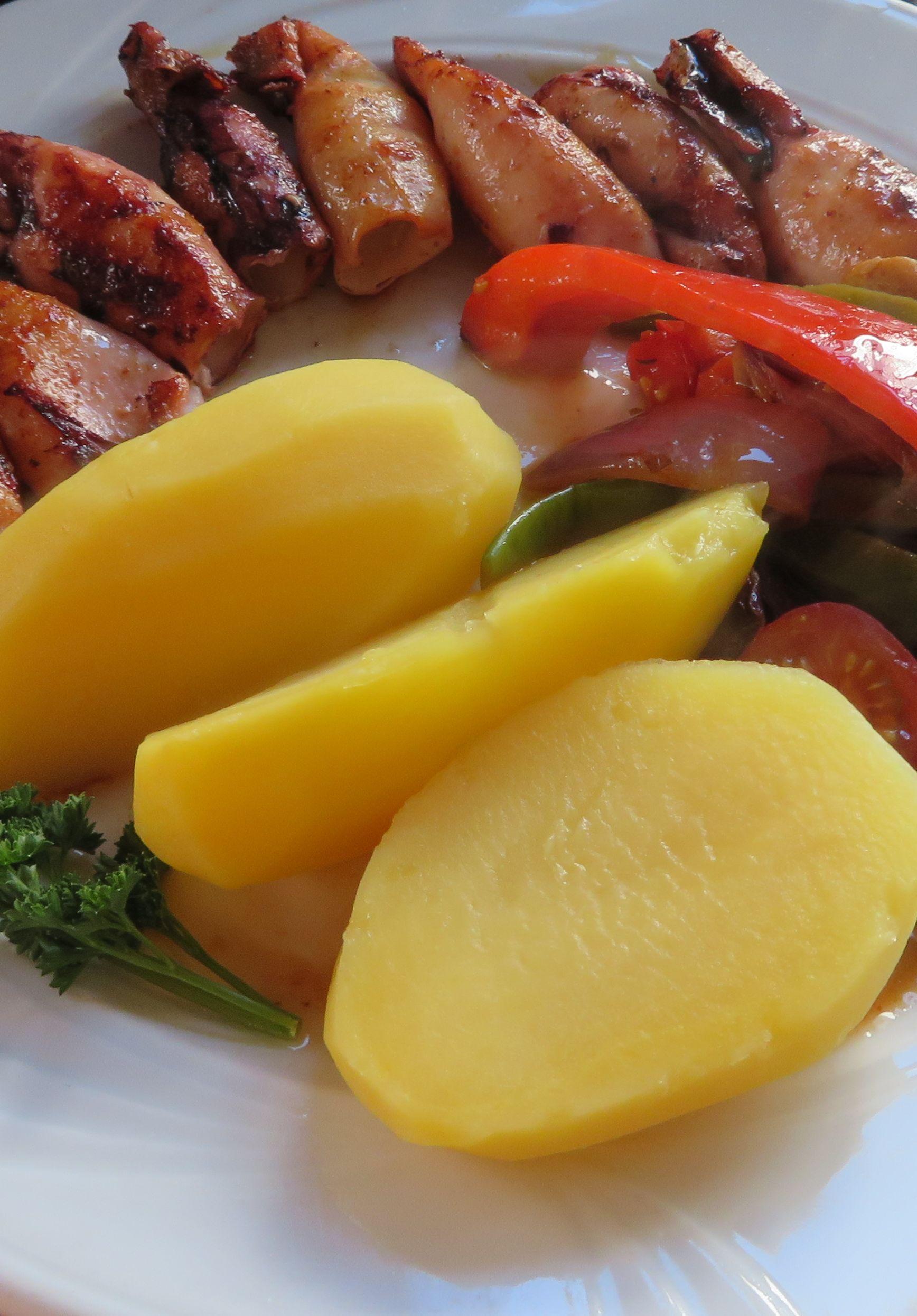 File:APortugiesische Küche Tintenfische mit Kartoffeln.jpg ... | {Küchenumbau 2017 37}