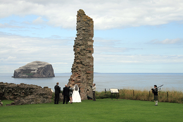 8 Non Religious Wedding Readings For Couples With Taste: File:A Wedding Ceremony At Tantallon Castle