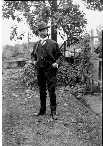 File:Alvin H Waite, standing portrait, 1907 (WAITE 117).jpeg