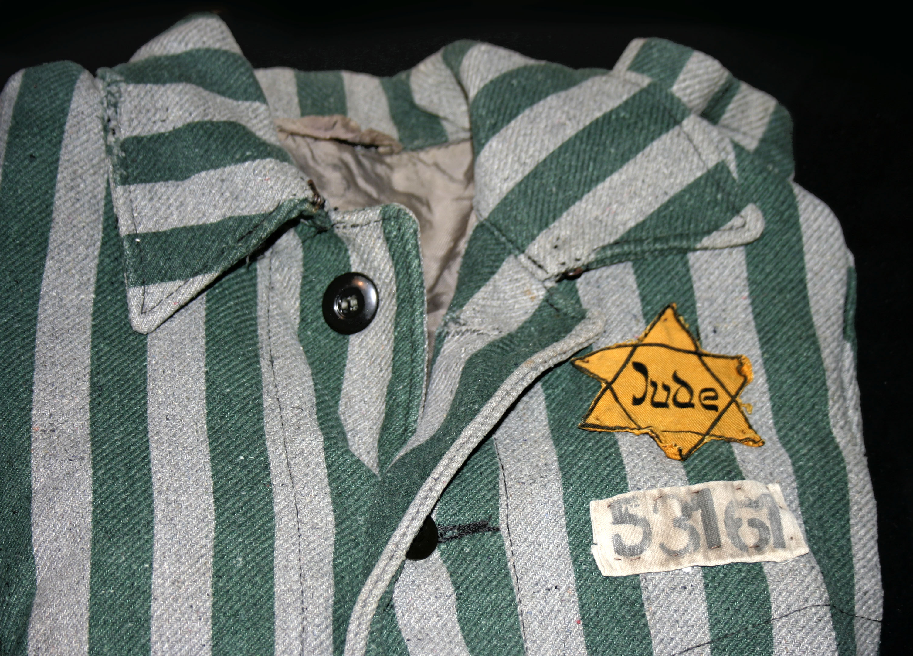 Auschwitz outerwear distinguish yellow Star of David.jpg