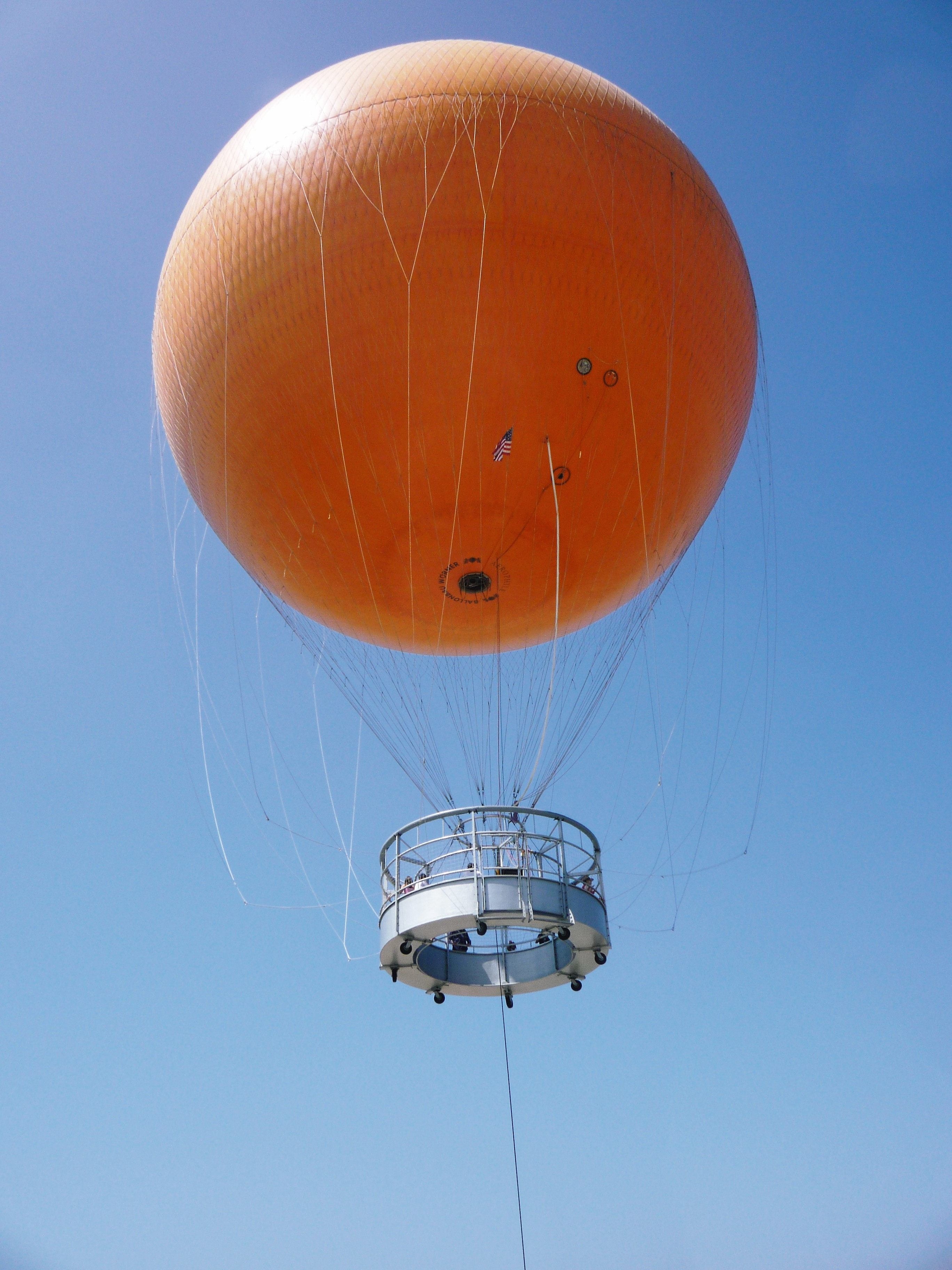 Moored balloon - Wikipedia, the free encyclopedia