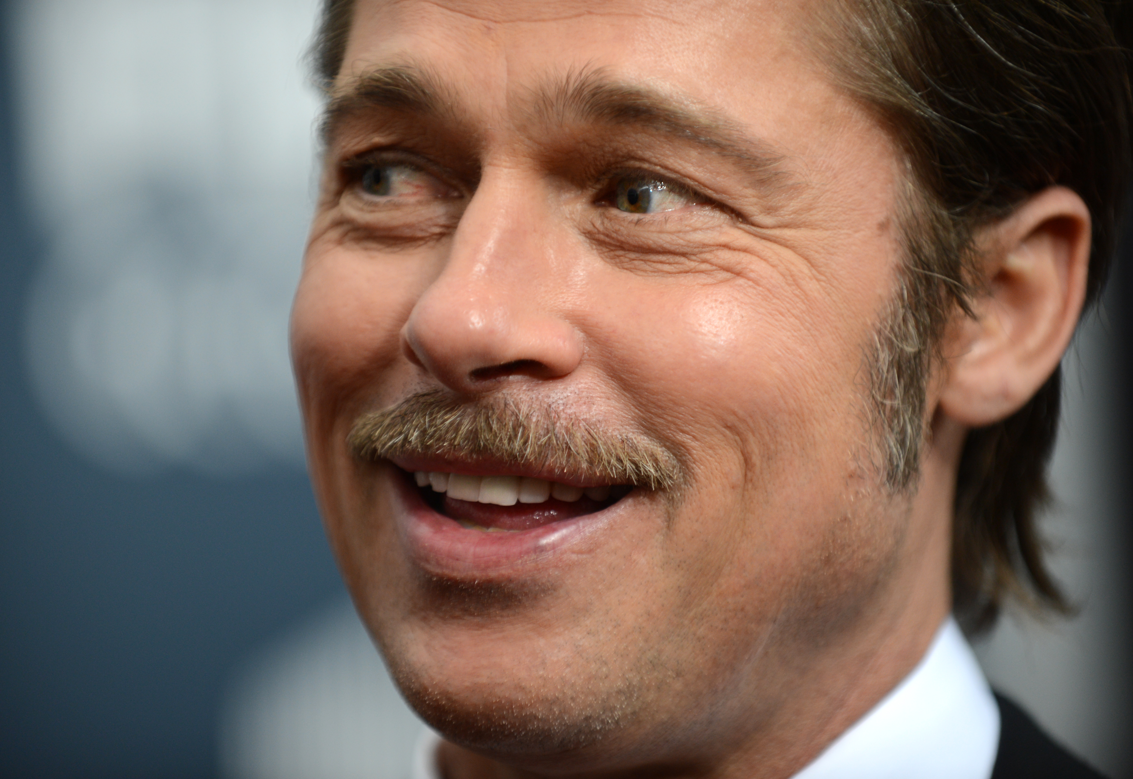 Brad Pitt bid United States dollars 120000 to watch GOT with Emilia Clarke