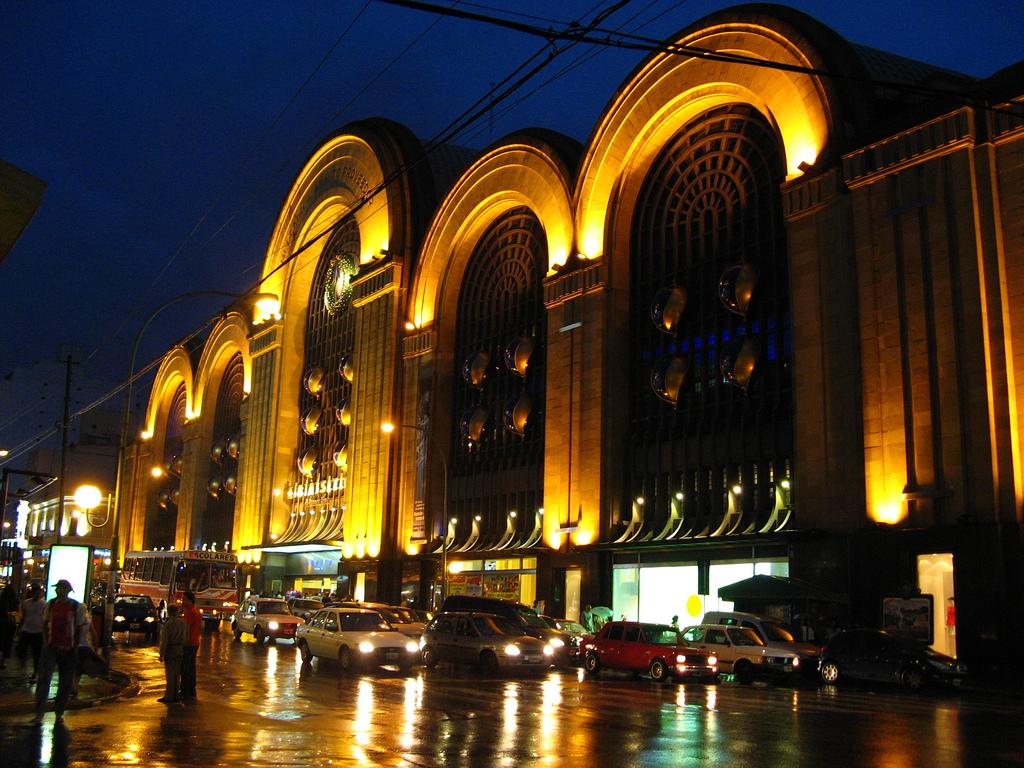 http://upload.wikimedia.org/wikipedia/commons/1/18/Buenos_Aires_-_Avenida_Corrientes_-_Abasto_shopping.jpg