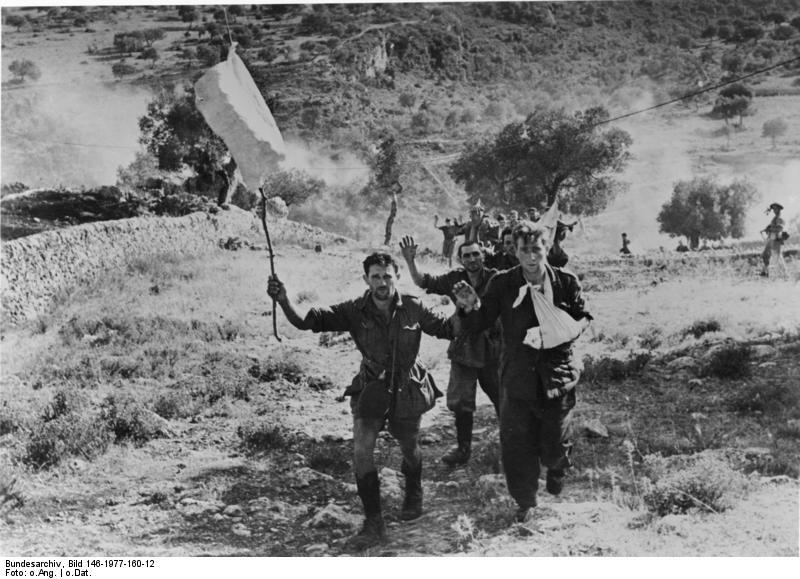 Bundesarchiv Bild 146-1977-160-12, Italienische Soldaten ergeben sich