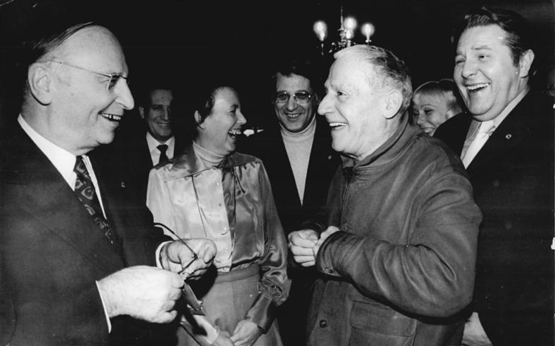 "Paul Dessau, Bundesarchiv Bild 183-N1215-0008, Berlin, Solidaritätskonzert im ""Berliner Ensemble"""