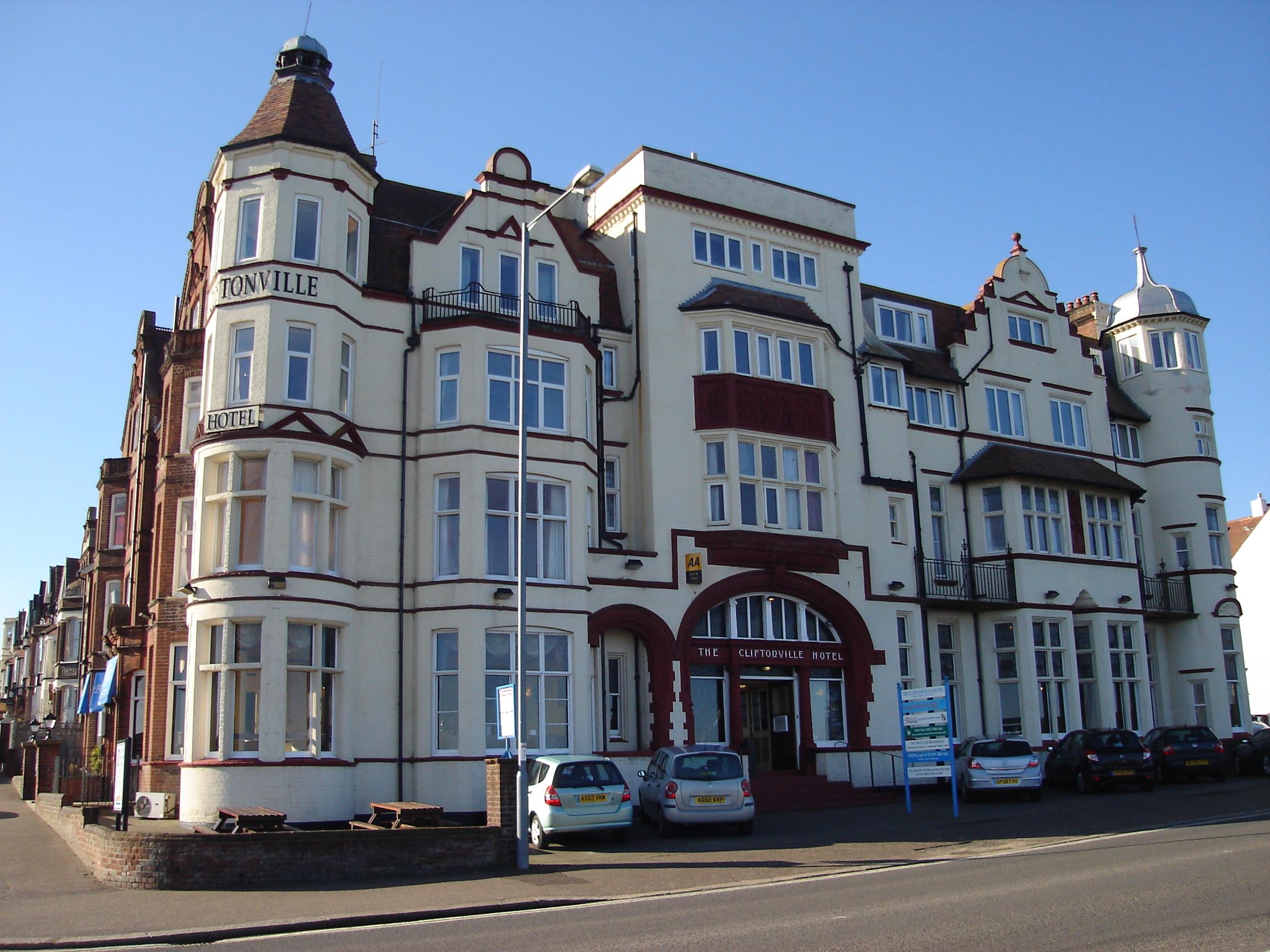 File Cliftonville Hotel Cromer Jpg Wikimedia Commons