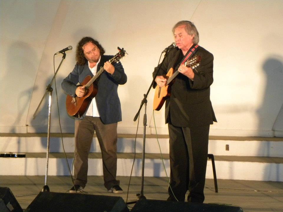 Coco Díaz en concierto junto a su hijo Juan Martín.