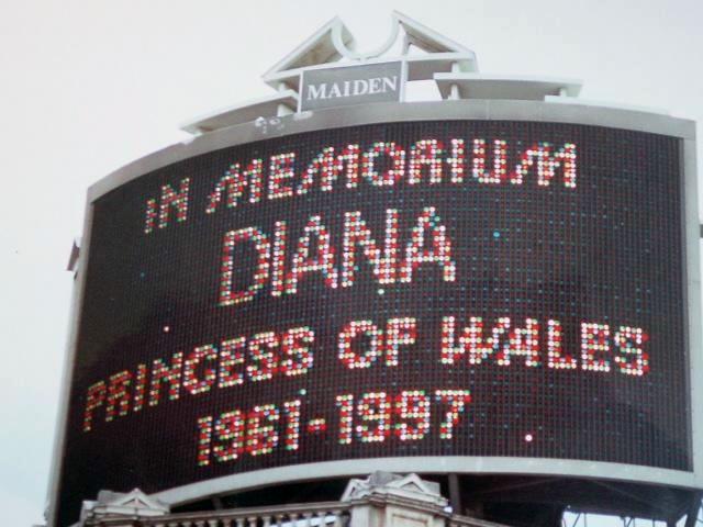 Ficheiro:Diana trafalgar square.jpg