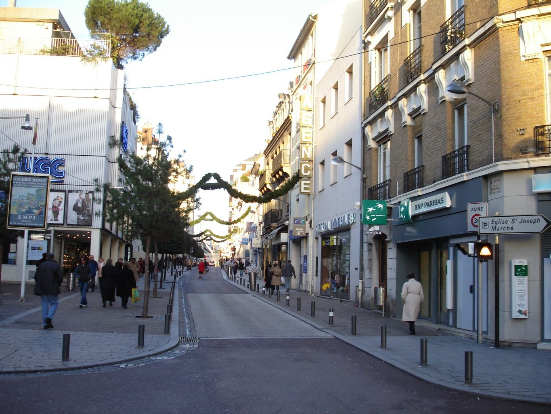 File enghien les bains rue du gal de gaulle for Rue des bains