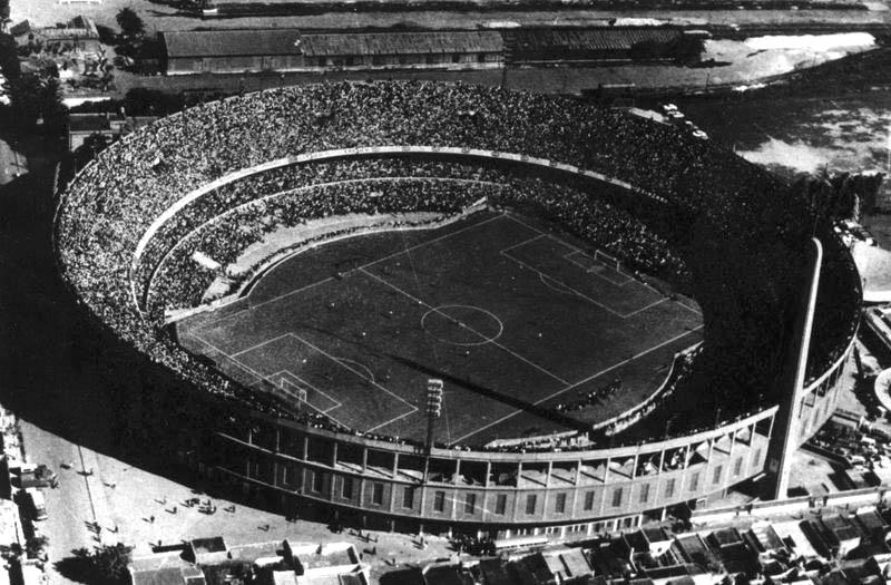 File estadio presidente per wikimedia commons for Puerta 20 estadio racing