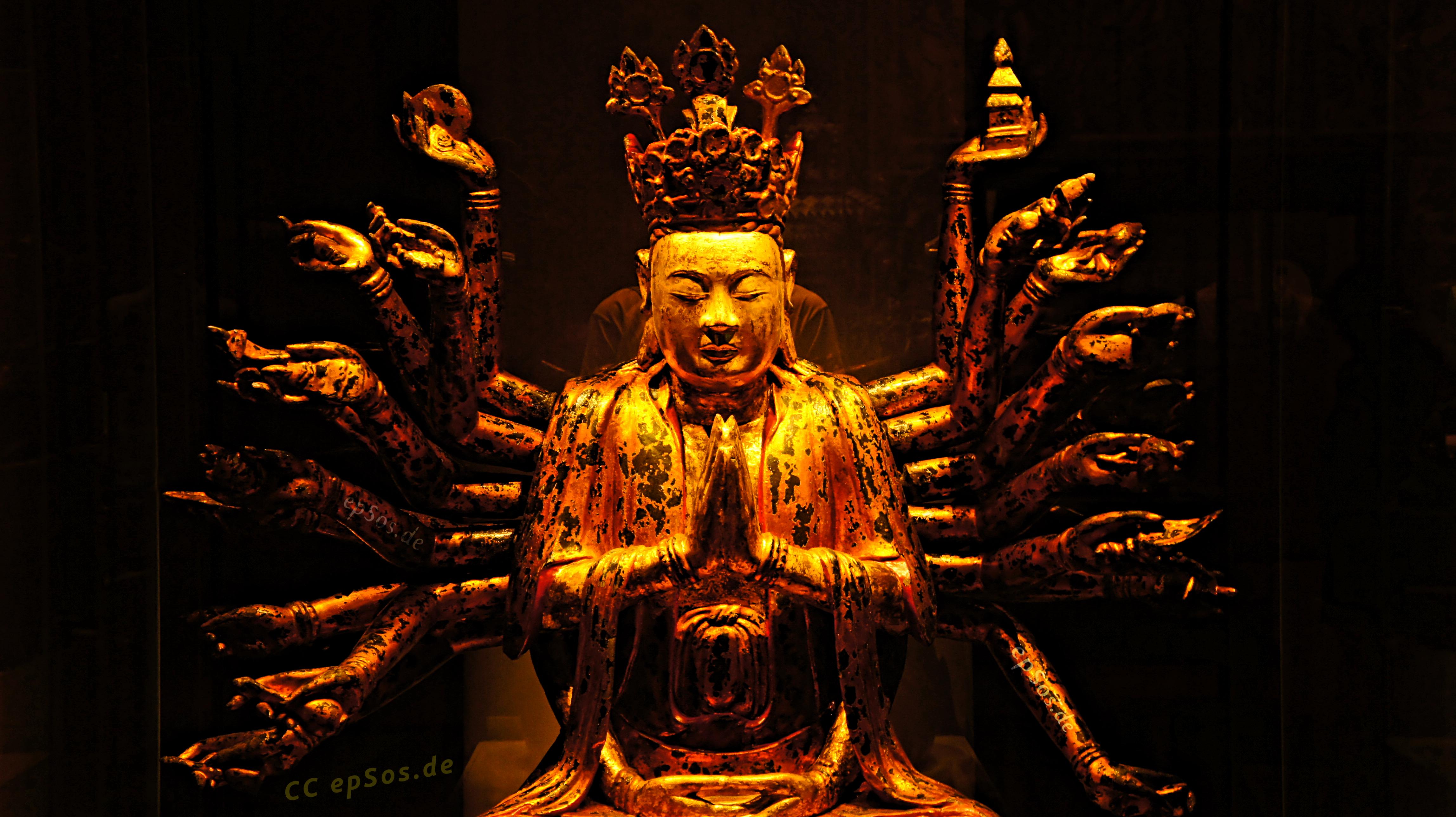 file golden buddha statue of gold buddhism religion jpg wikimedia