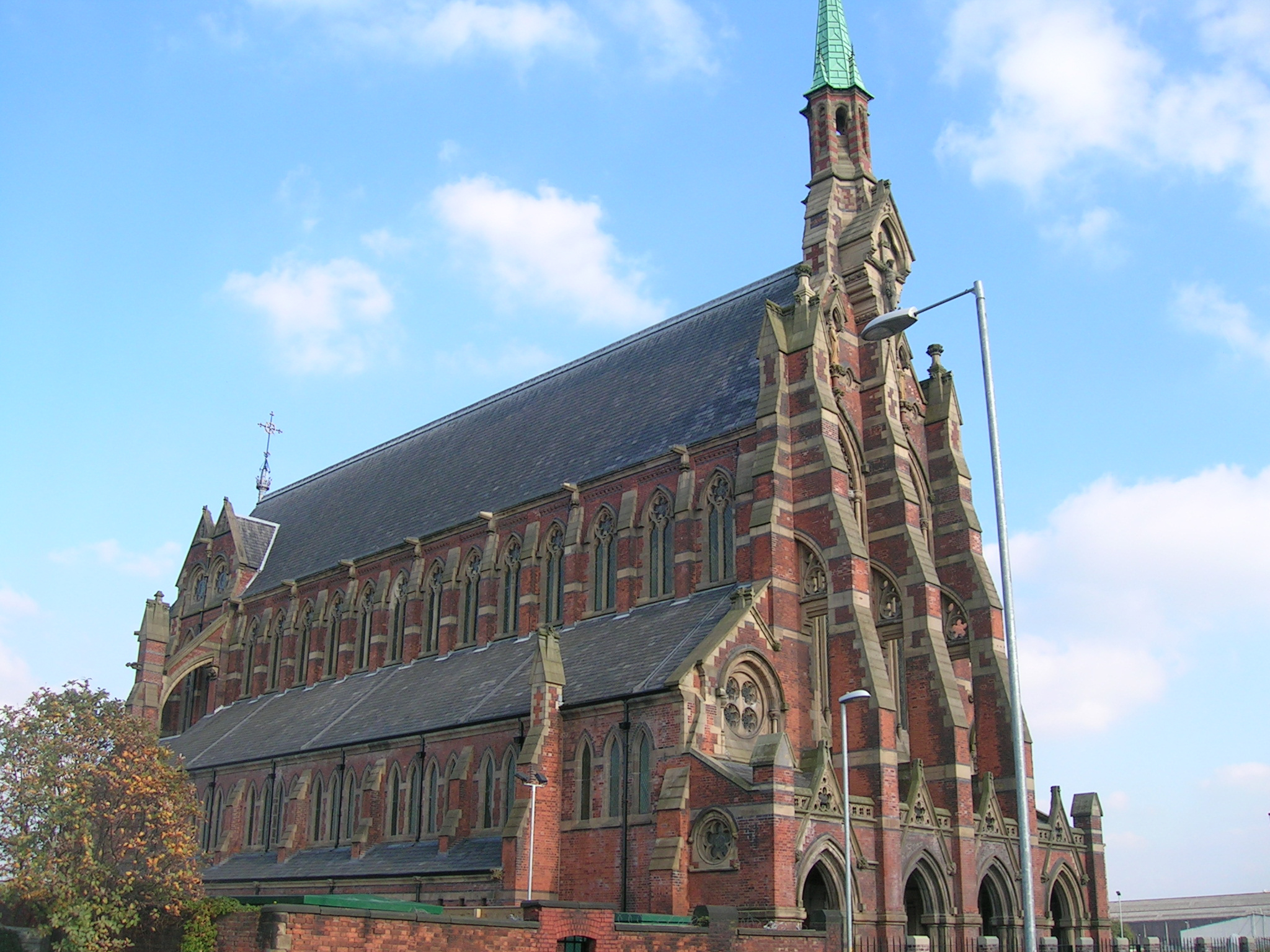 https://upload.wikimedia.org/wikipedia/commons/1/18/Gorton_Monastery%2C_Gorton.jpg?uselang=en-gb