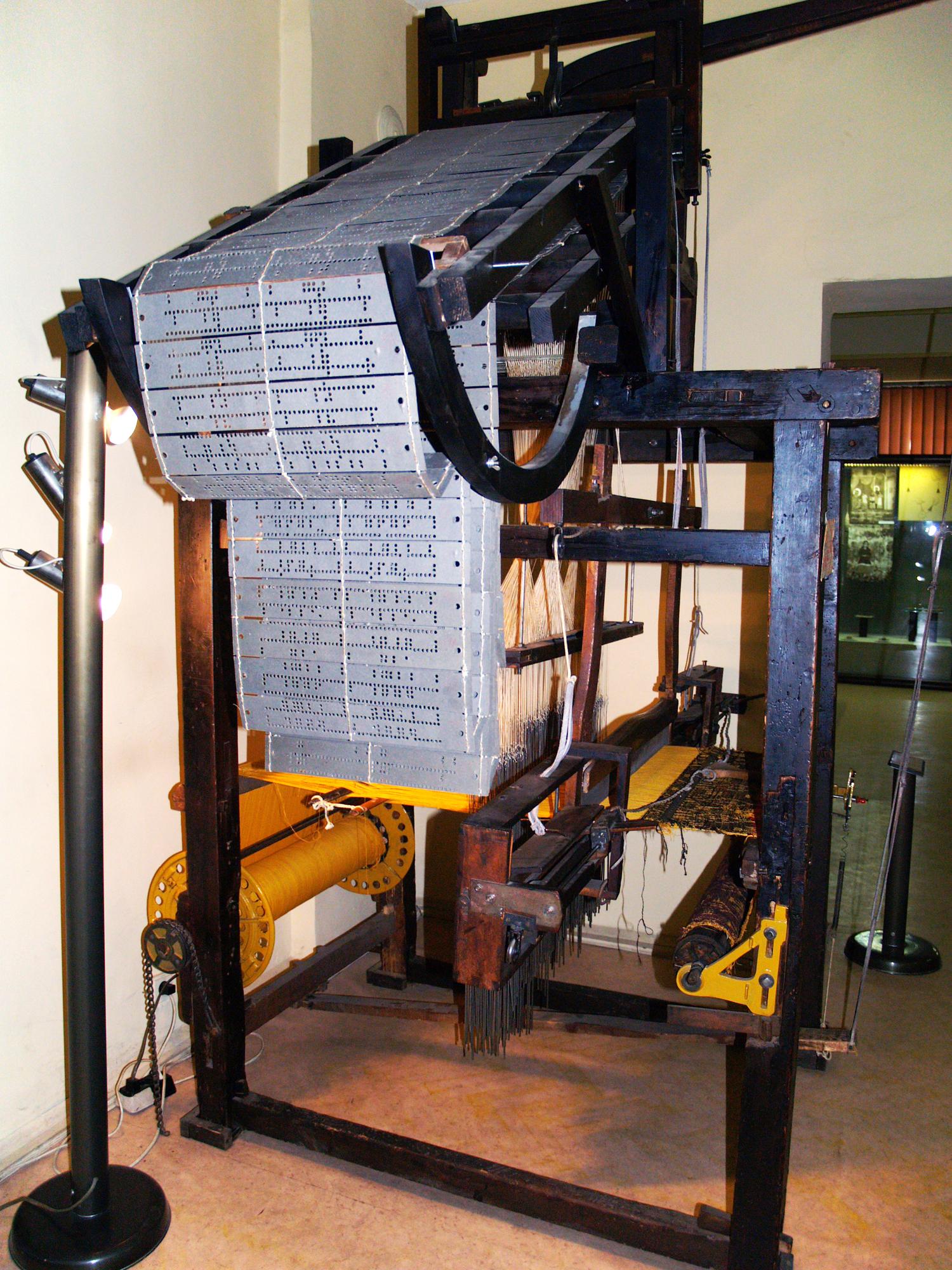 File:Hand-driven-jacquard-loom.jpg - Wikipedia, the free encyclopedia