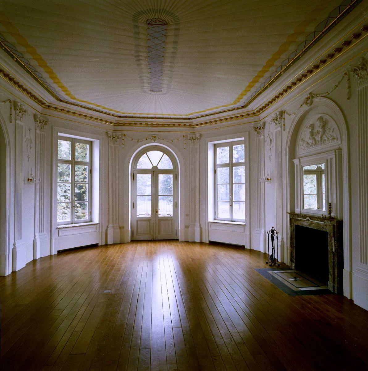 File interieur salon schouw obbicht 20276110 rce for Interieur wikipedia