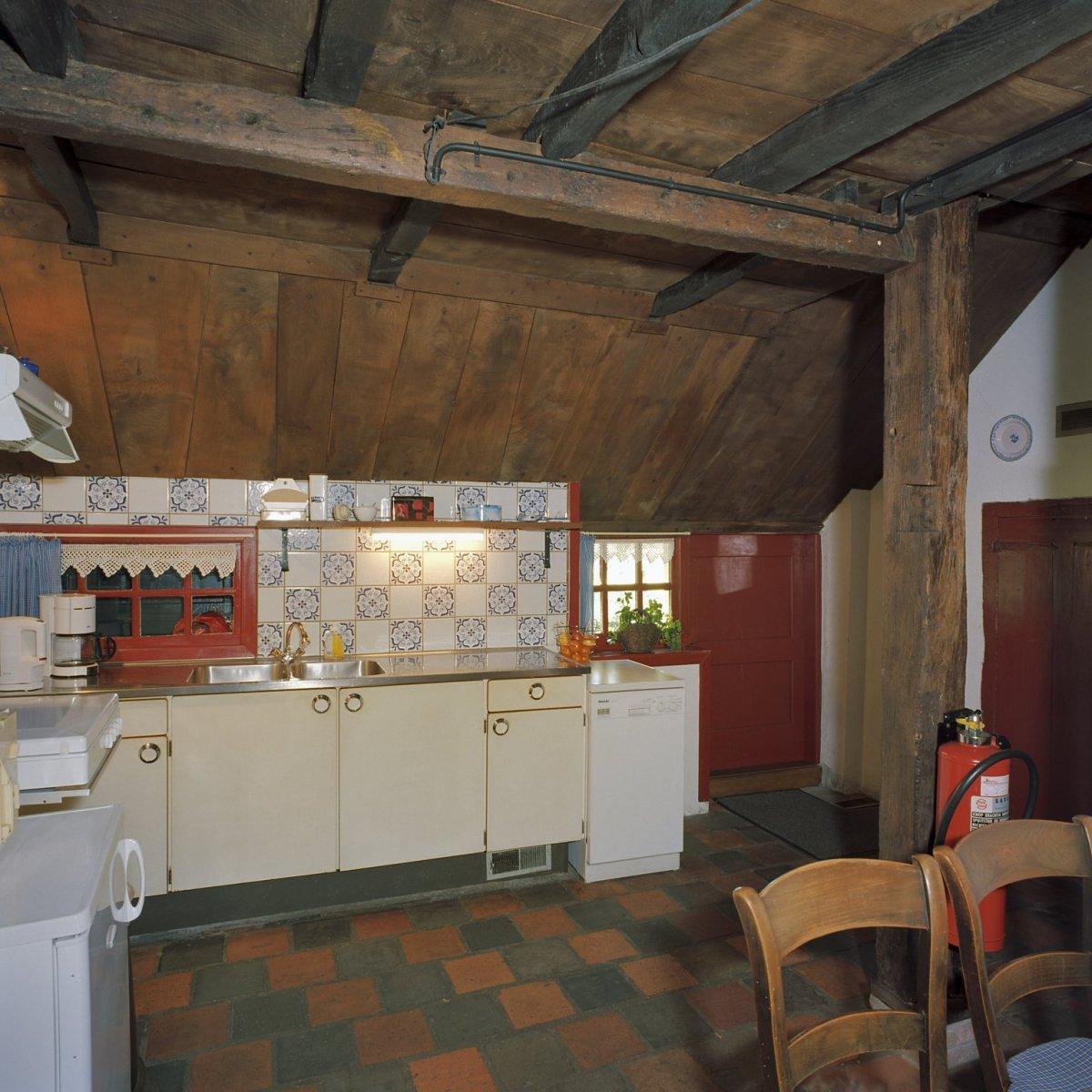 File Interieur, gedeelte van keuken met houten balken   Schoonebeek   20376087   RCE jpg