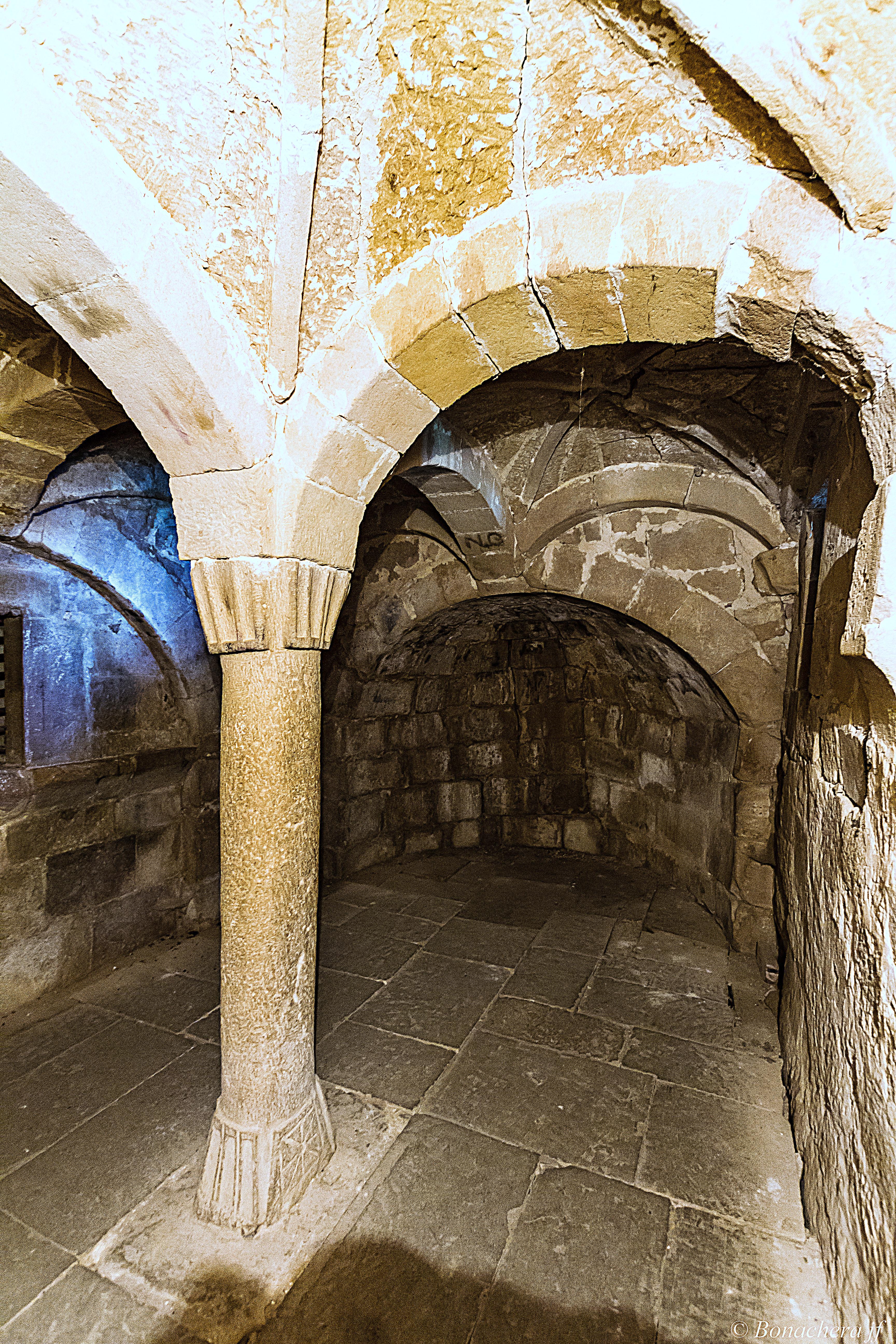 File:Interieur de l\'église de la pieve di Corsignano.jpg - Wikimedia ...