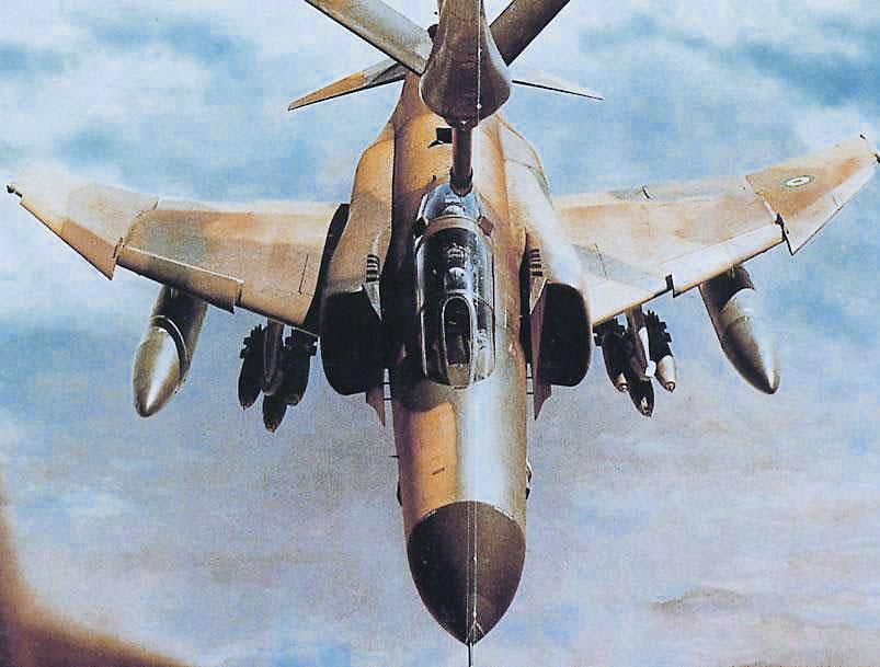 Iriaf f 4 aerial refueling during the iran iraq war 1982 803 215 609