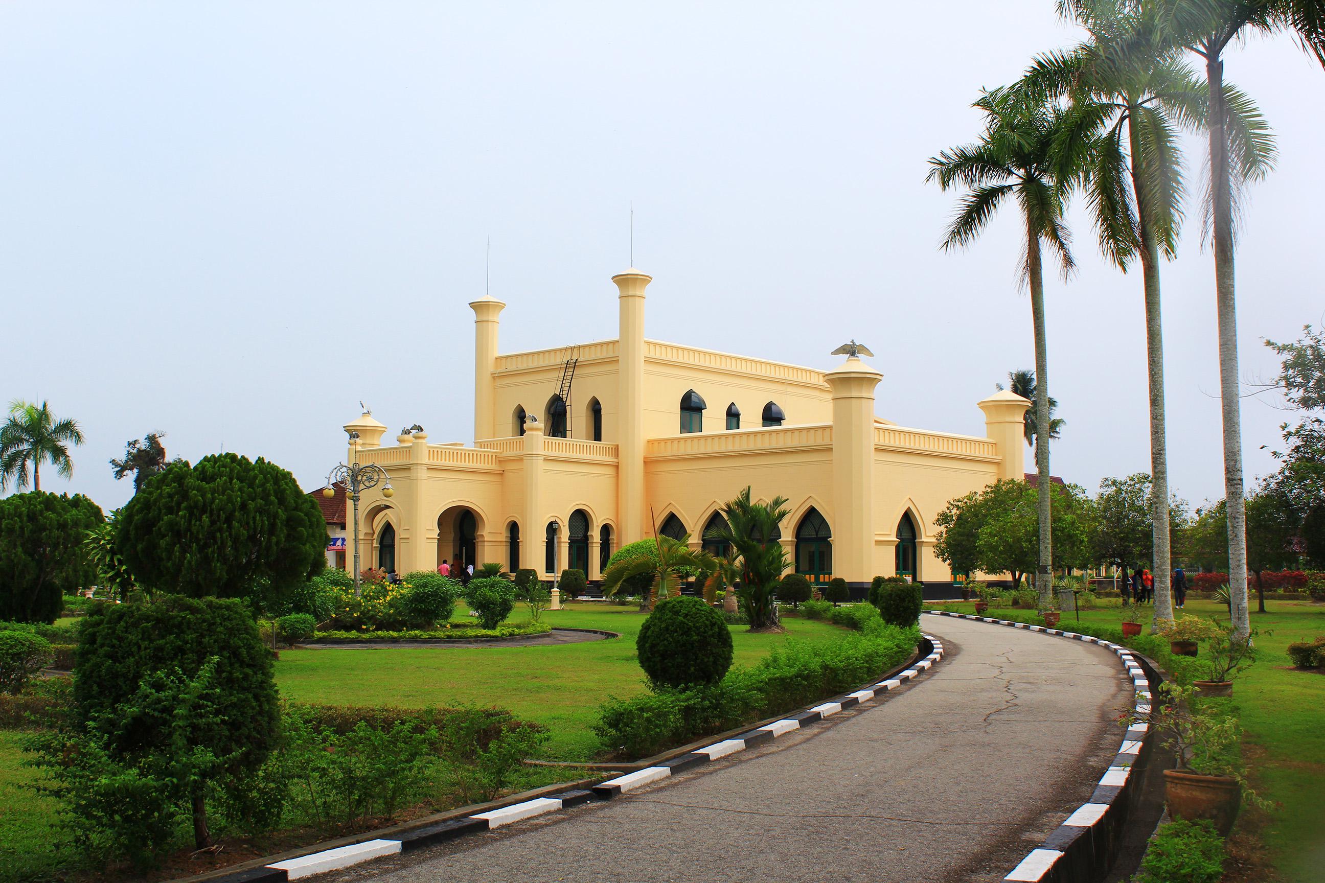 File Istana Kerajaan Siak 3 Wikimedia Mons