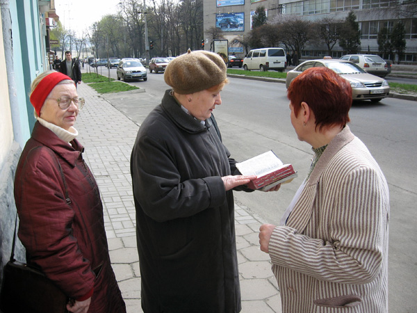 File:Jehova witnesses in Lvov.jpg
