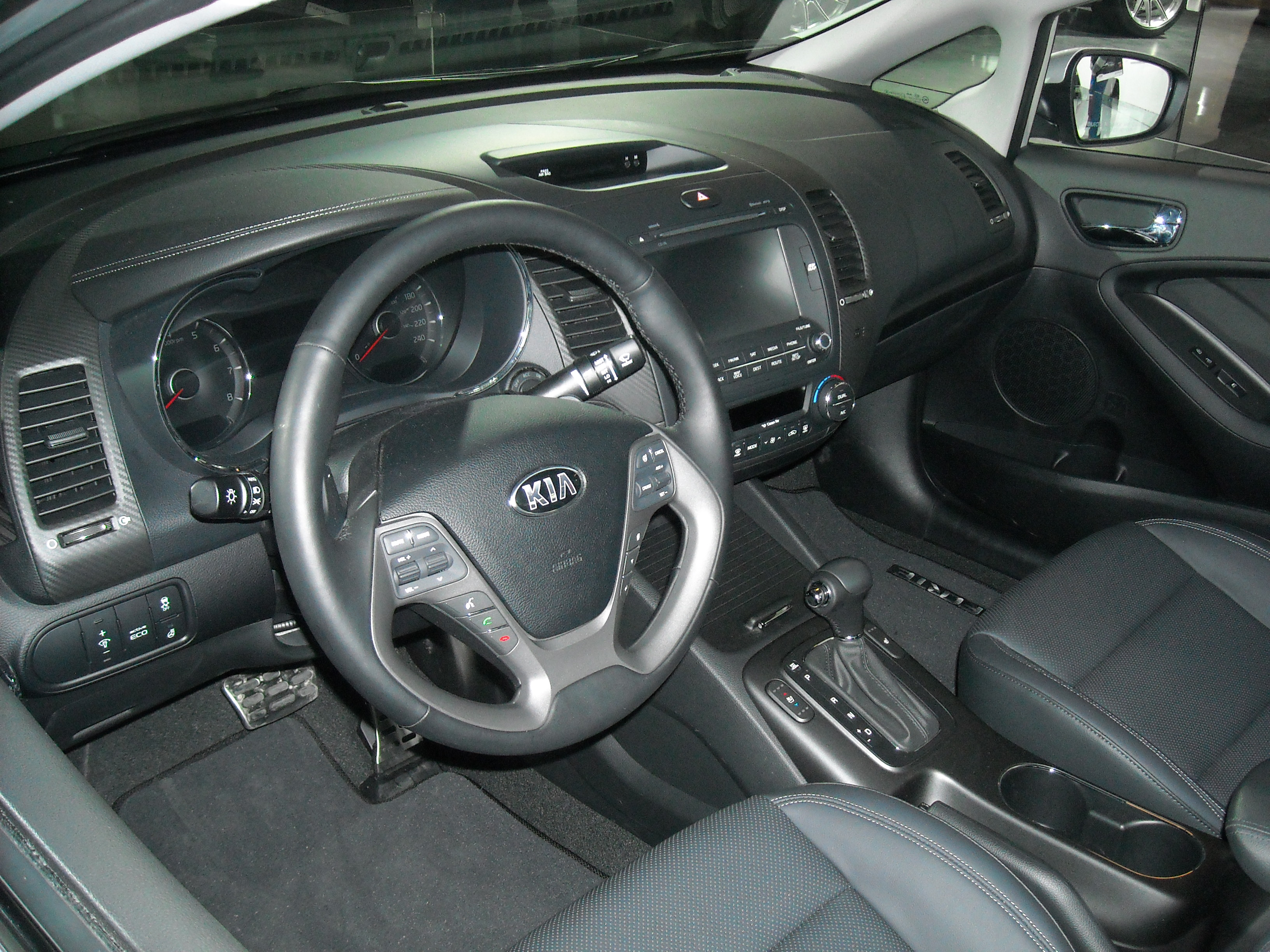 File:Kia Forte 2014 Interior MIAS.JPG