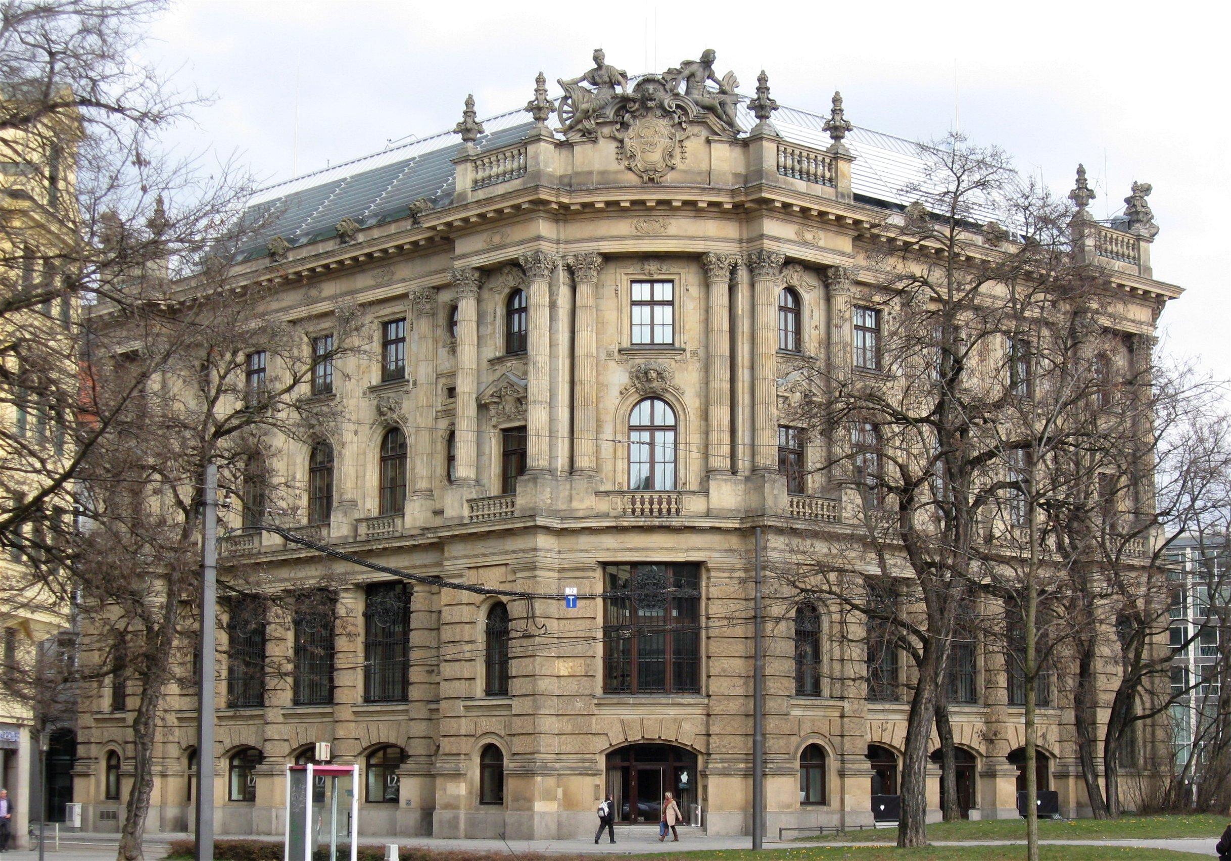 Lenbachplatz 7