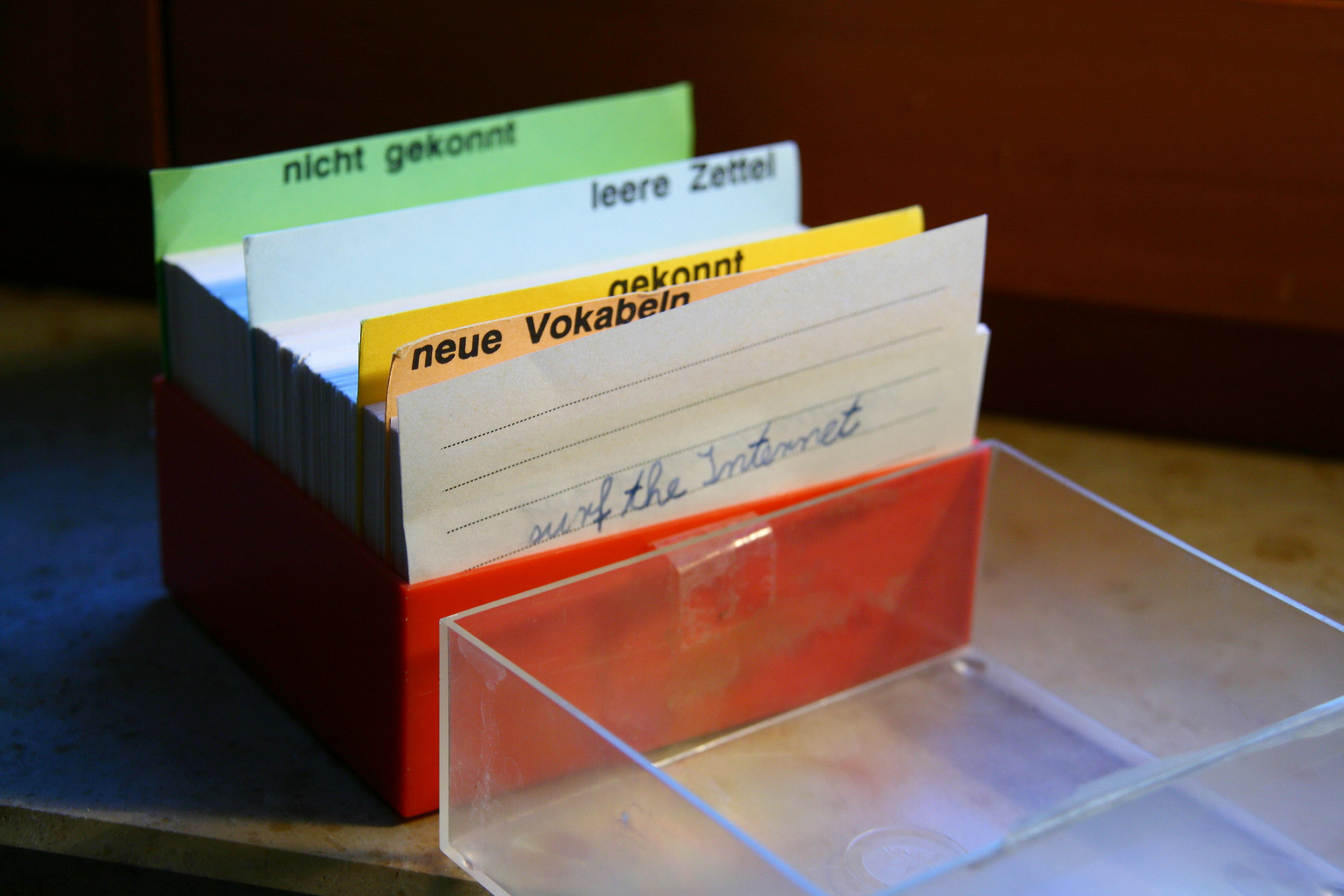 File:Lernkartei Vokabelbox.jpg - Wikimedia Commons
