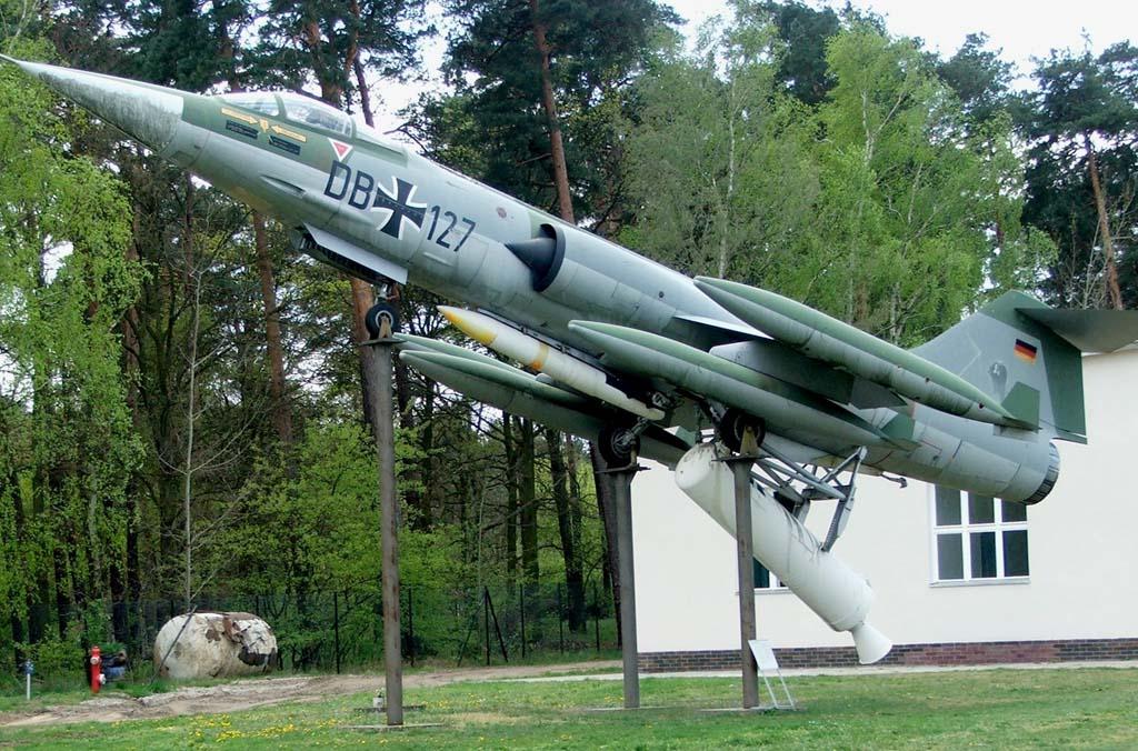file luftwaffe museum f 104 starfighter 2007 jpg wikimedia commons