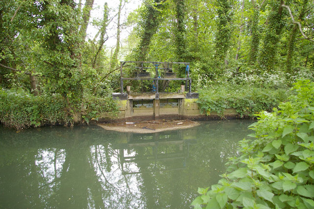 Marston Mill Sluice Gate - geograph.org.uk - 1318564