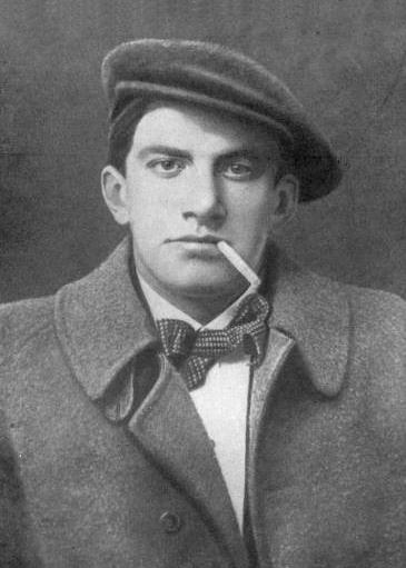 Mayakovsky in 1915