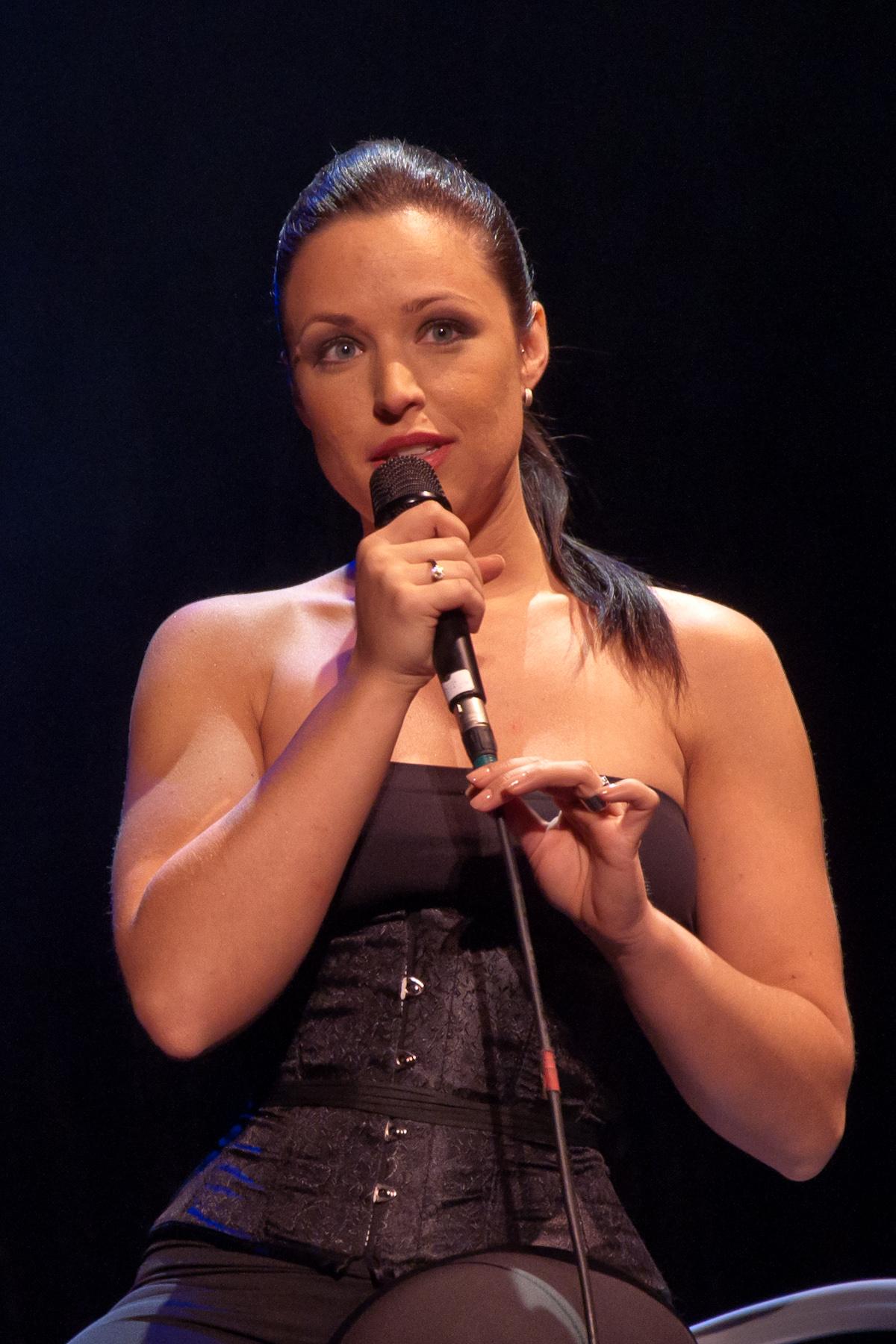 Description Natasha St-Pier - chanteuse française - Denain - France