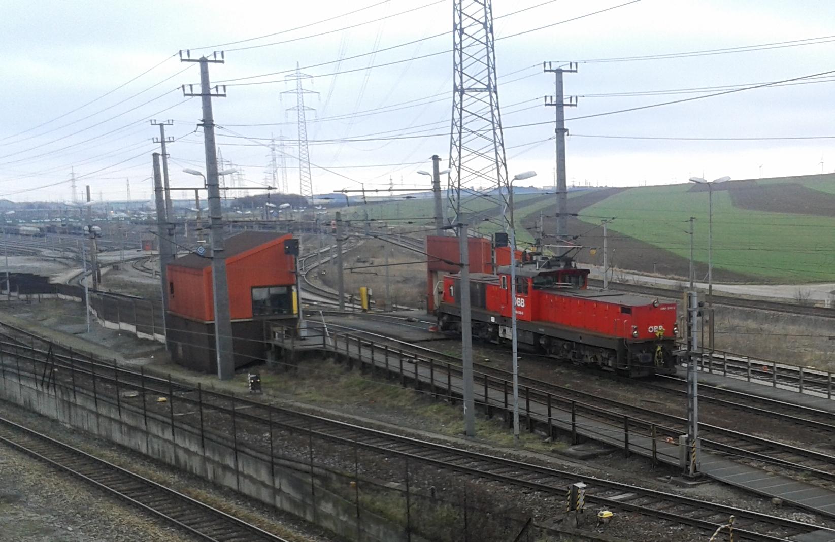 File:OEBB 1064-Wien Zvbf.jpg