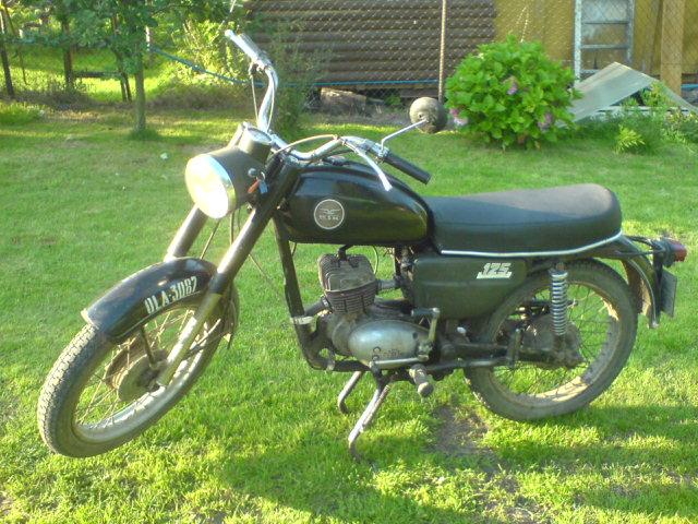 Old_polish_motorcycle_WSK_M06B3.jpg