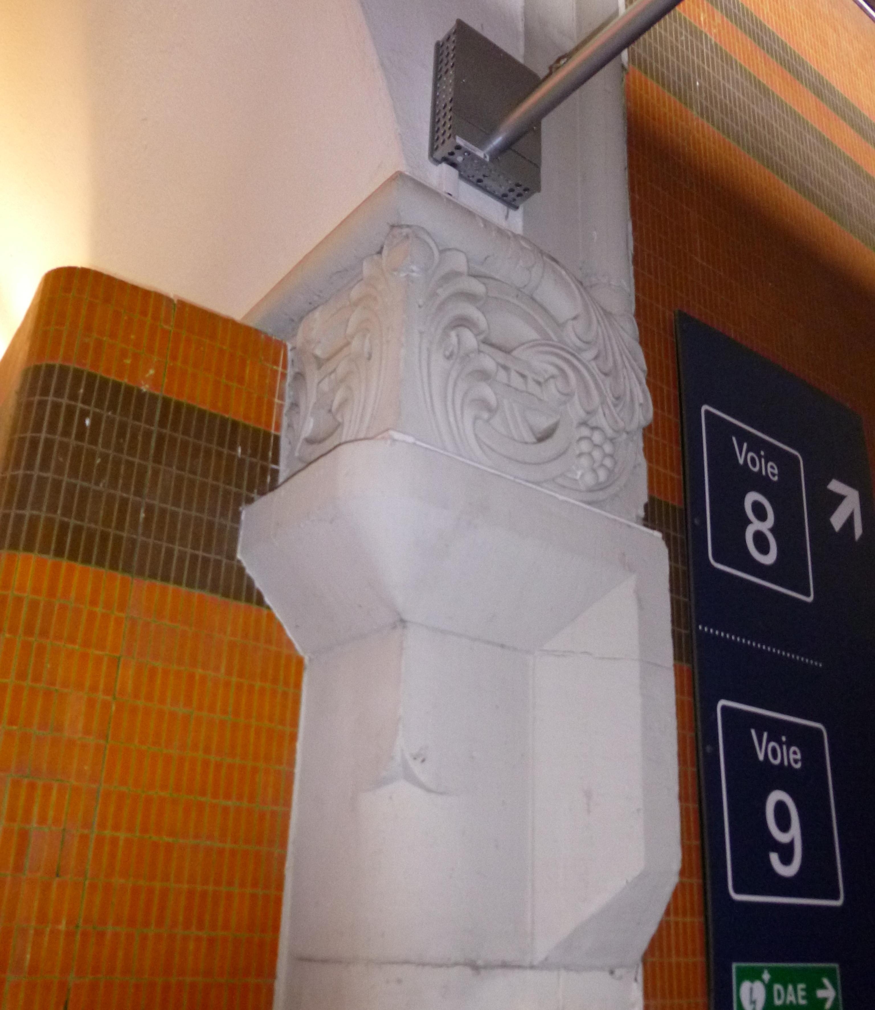 Fichier:Passage Adrienne Thomas (Intérieur) - gare de Metz.JPG ...