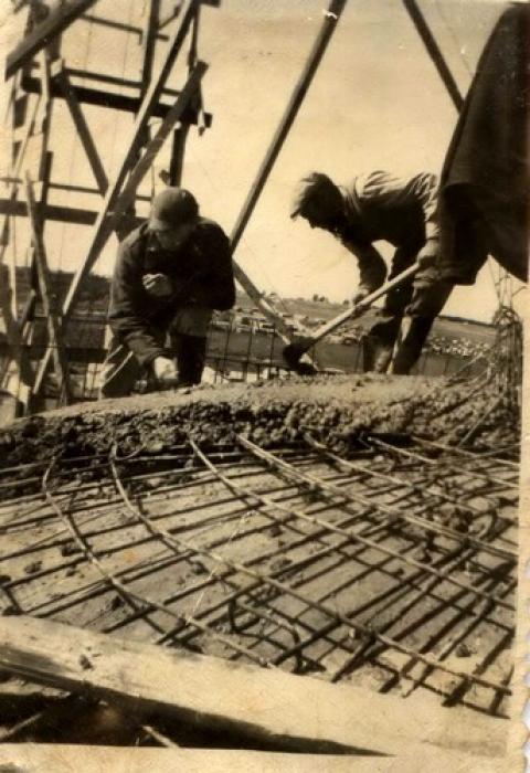 בניית בריכת המים בקיבוץ גבעת חיים