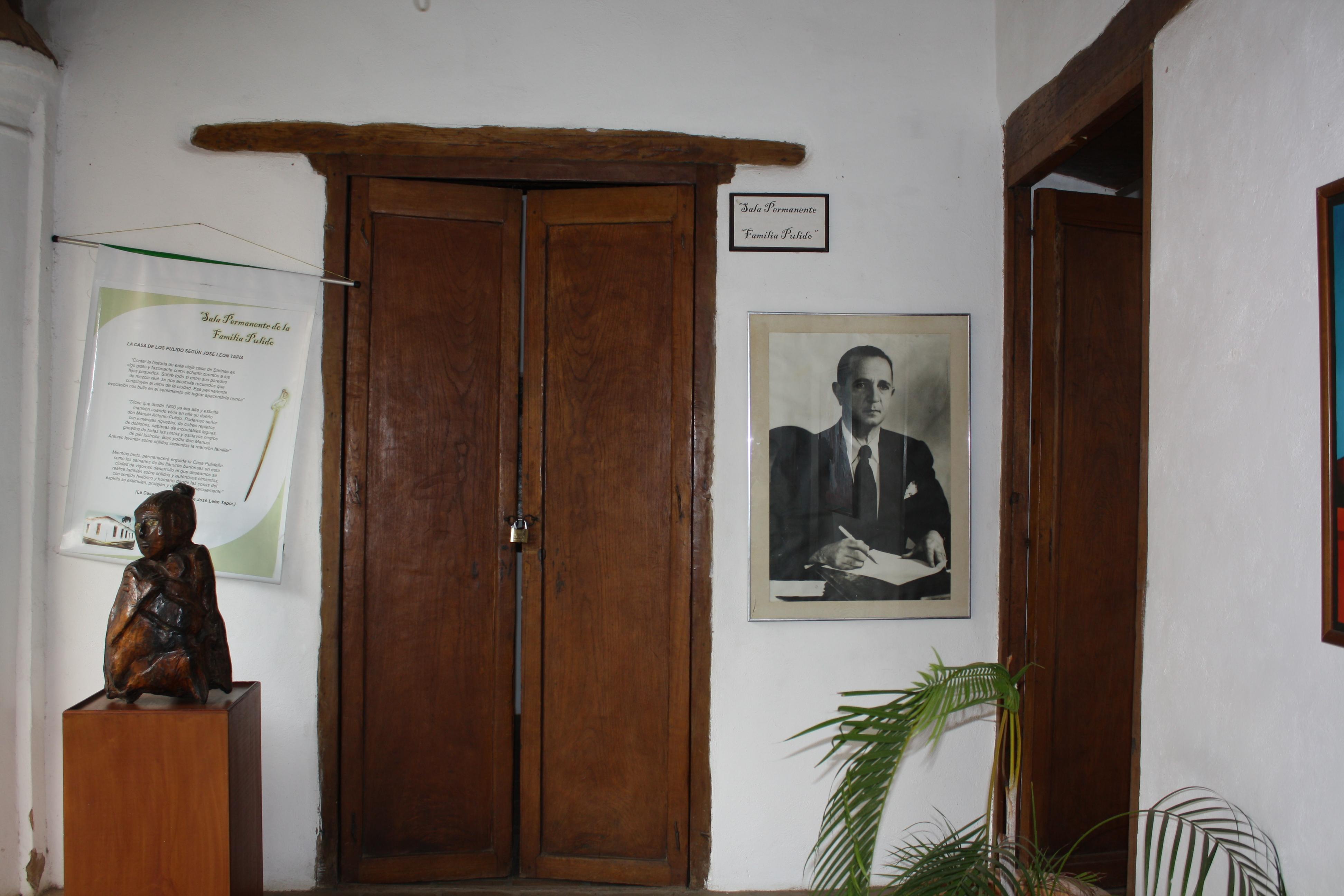 Antonio La Sala.File Puerta De Entrada A La Sala En Homenaje A La Familia
