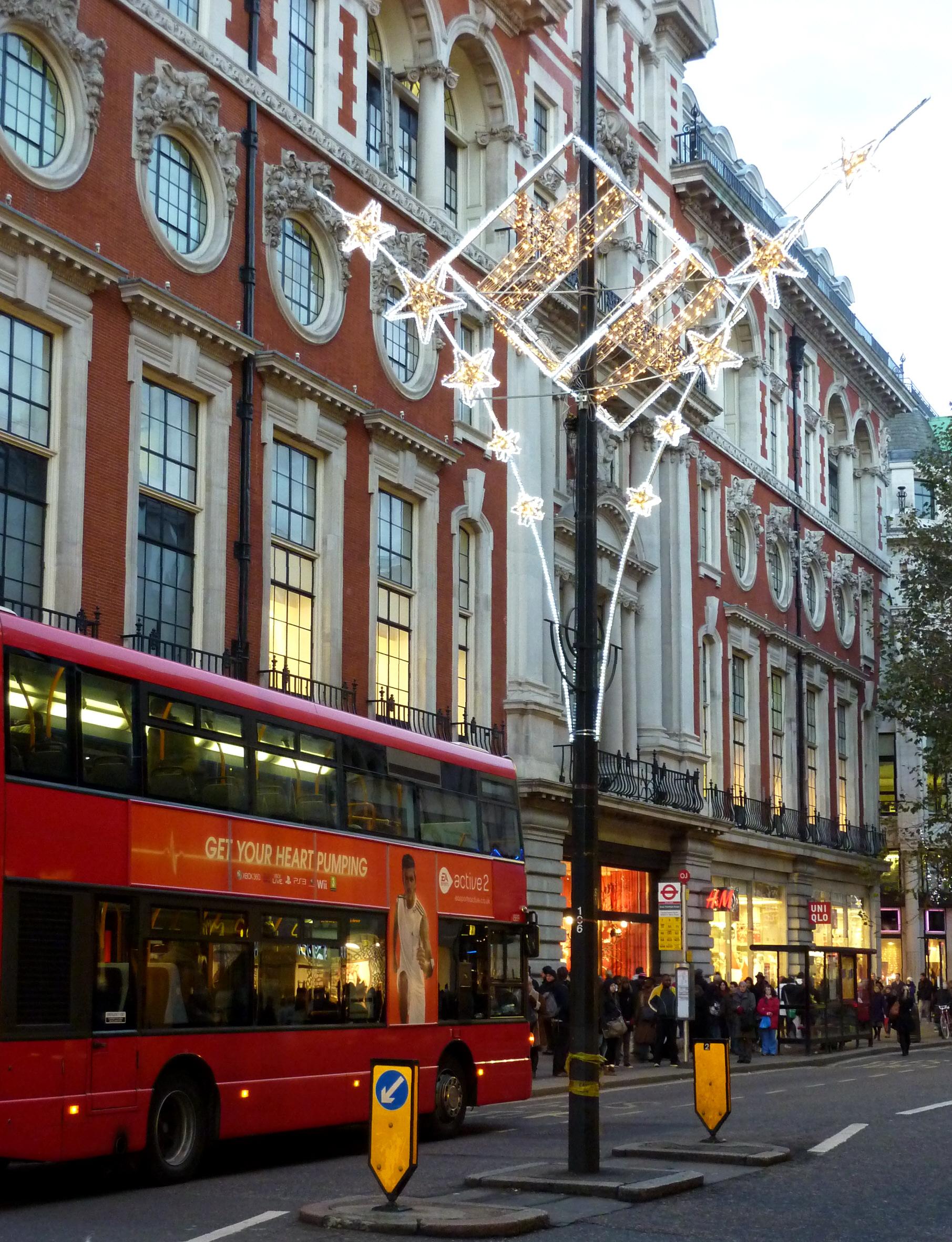 File:Queensway, London .jpg