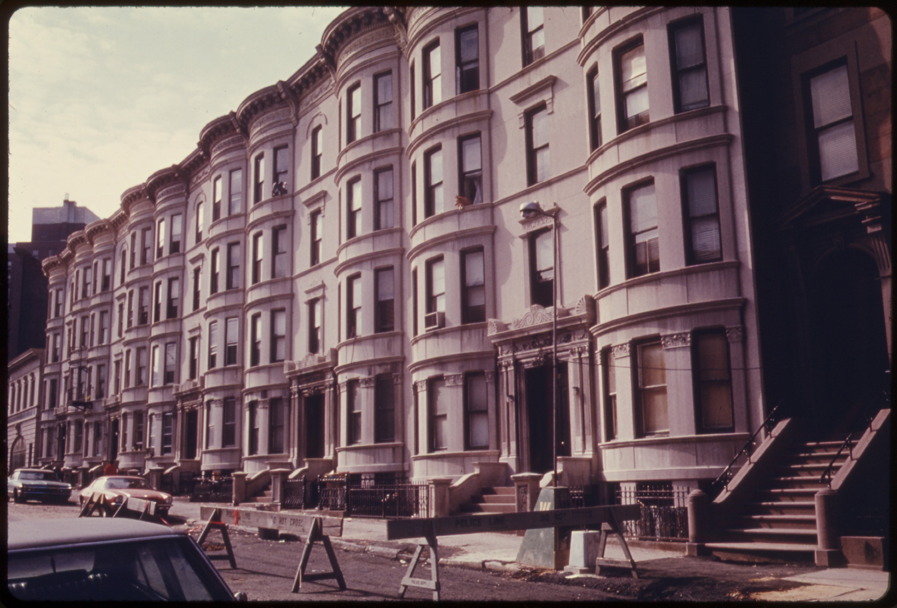 File row houses in brooklyn new york city the inner city for Modern house new york