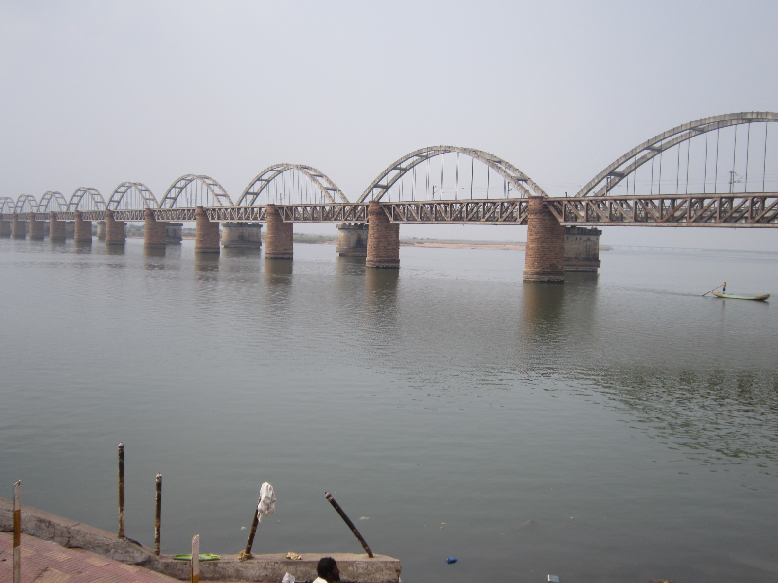 filerailway bridge on river godavari near rajamundry