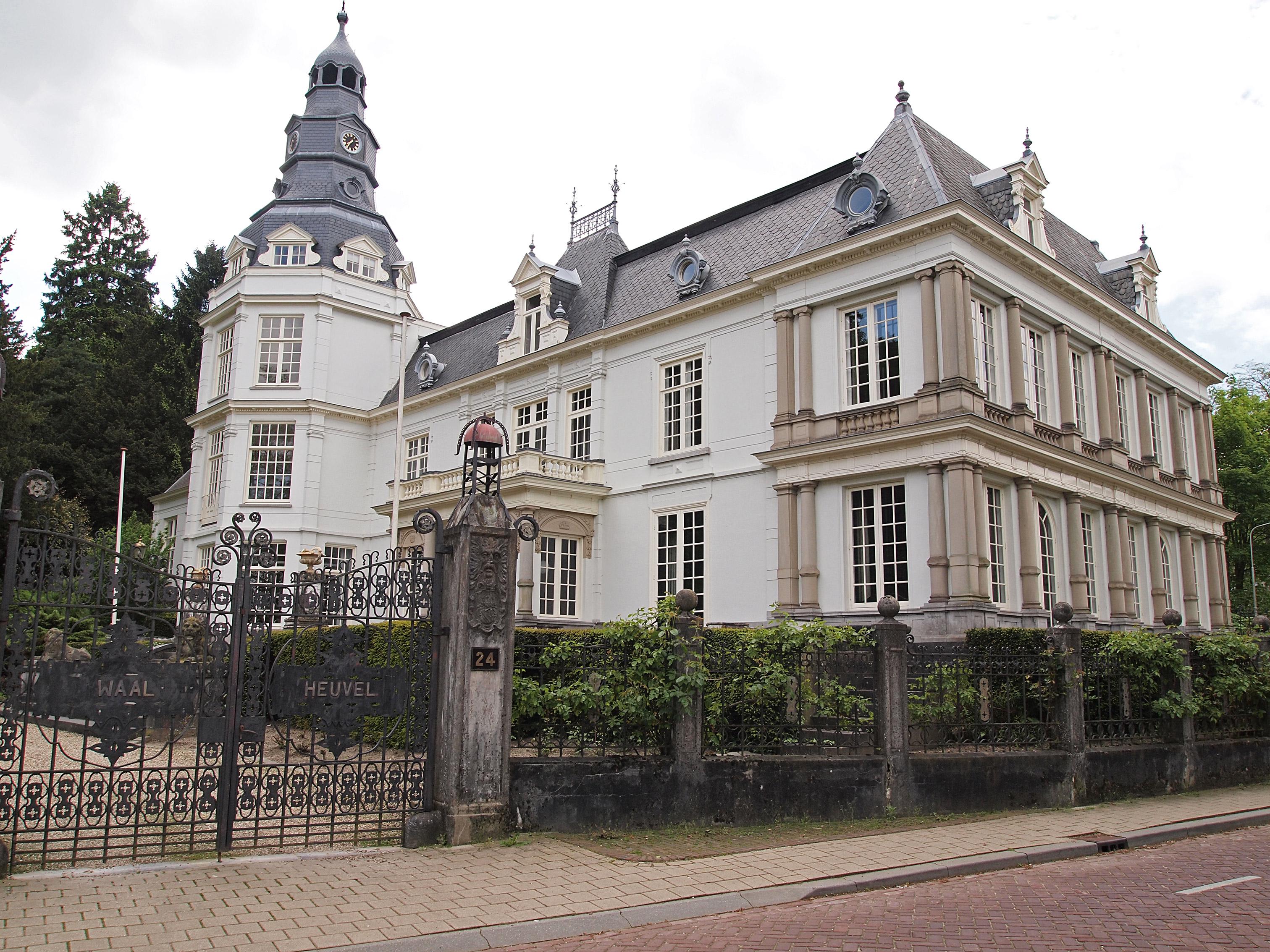Villa waalheuvel, monumentaal opgezet landhuis in ubbergen ...