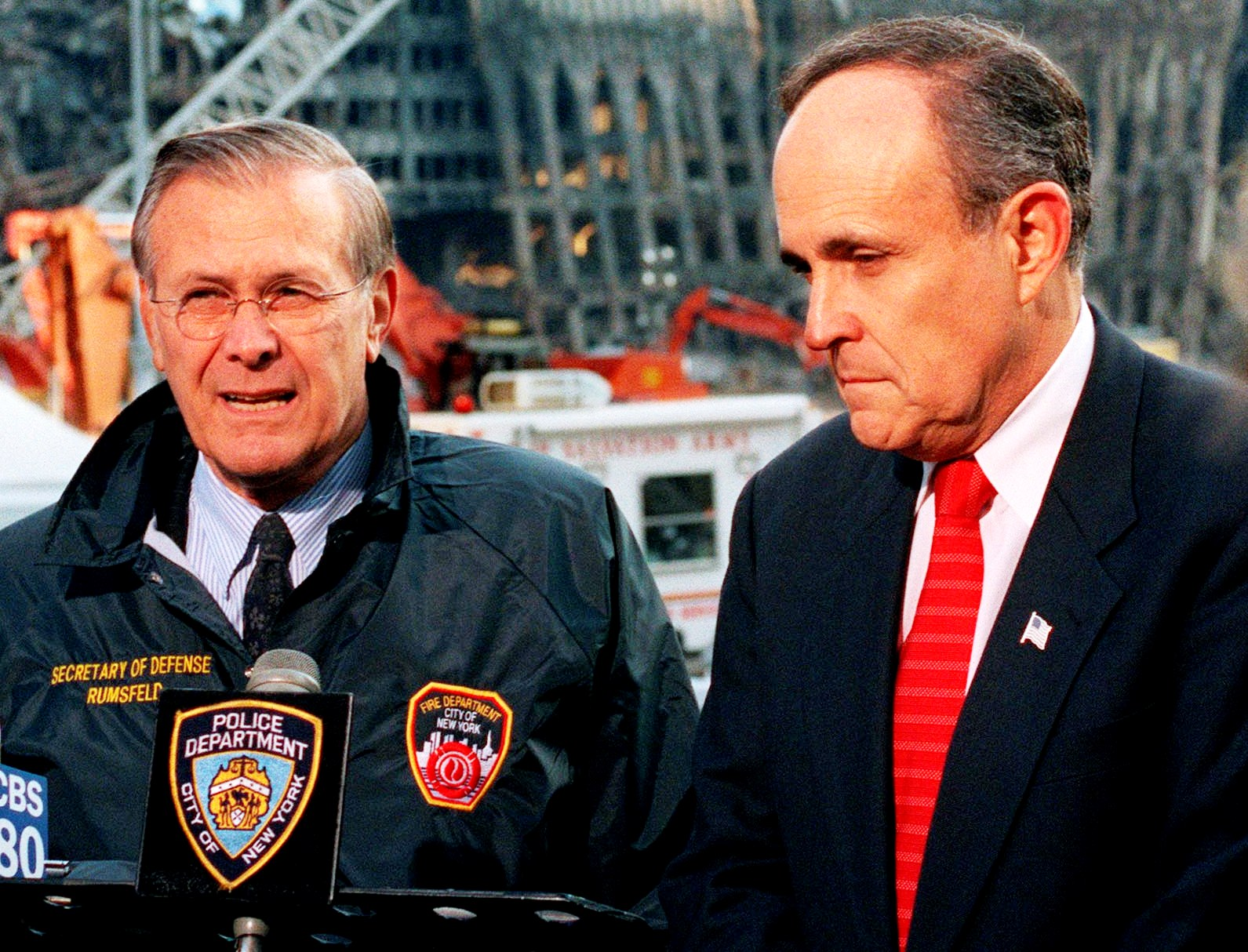 https://upload.wikimedia.org/wikipedia/commons/1/18/Rumsfeld_and_Giuliani_at_Ground_Zero_cropped.jpg