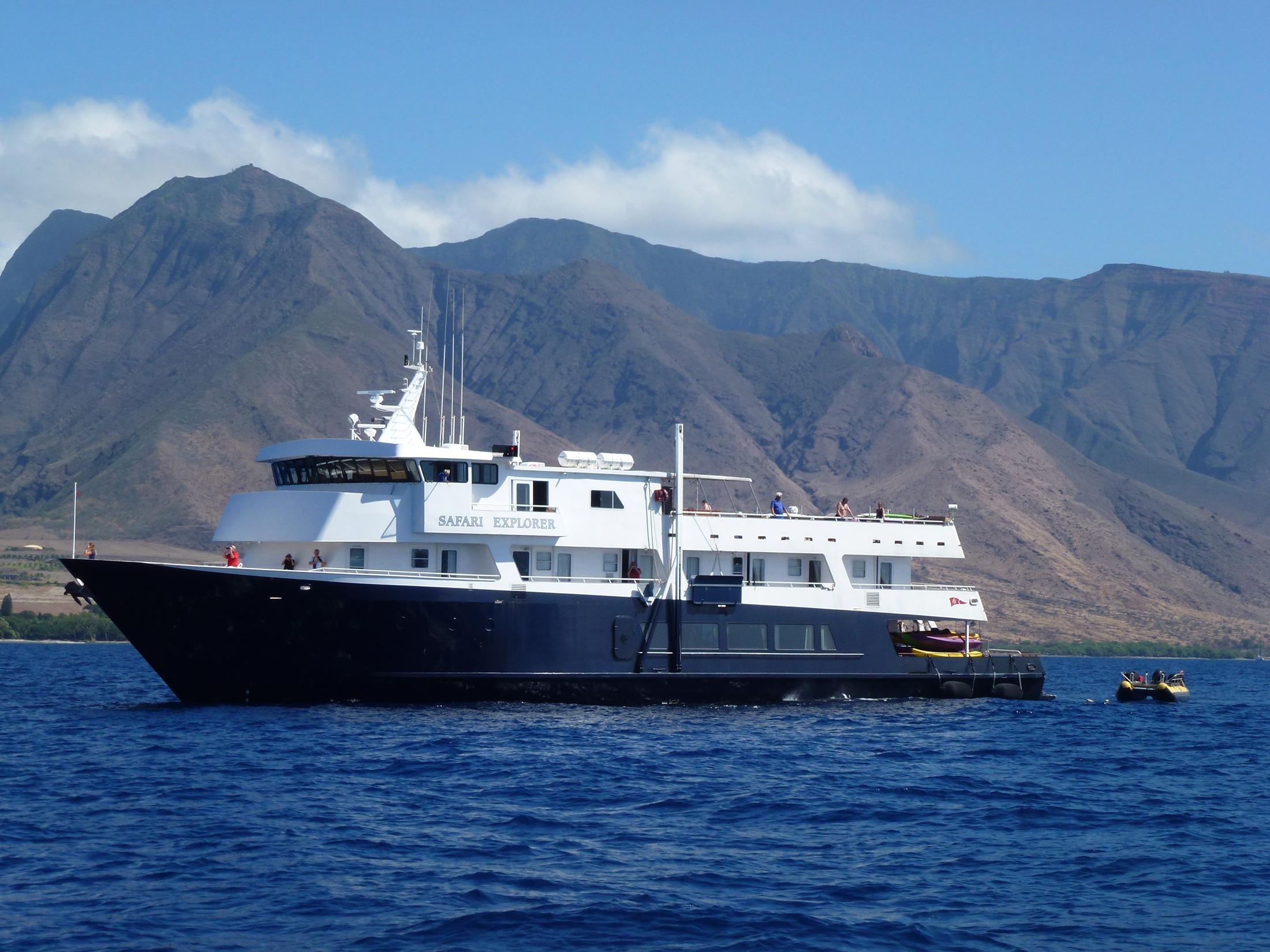 File:Safari Explorer in Hawaii.jpg - Wikimedia Commons